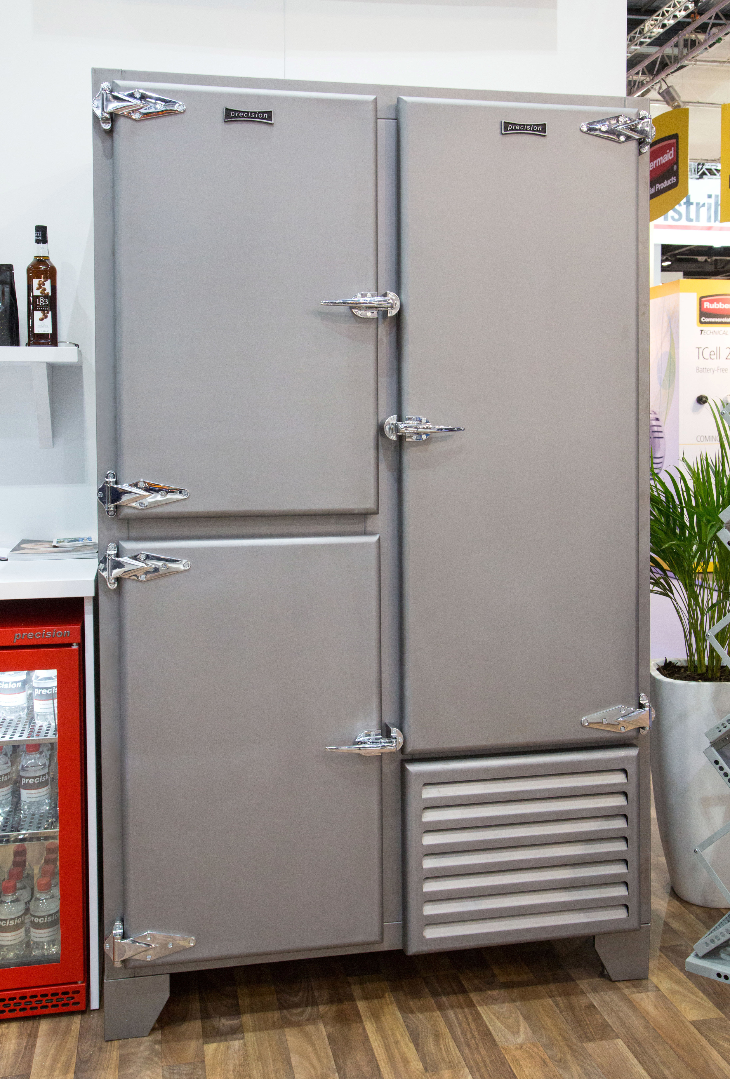 Retro Fridge With Solid Doors