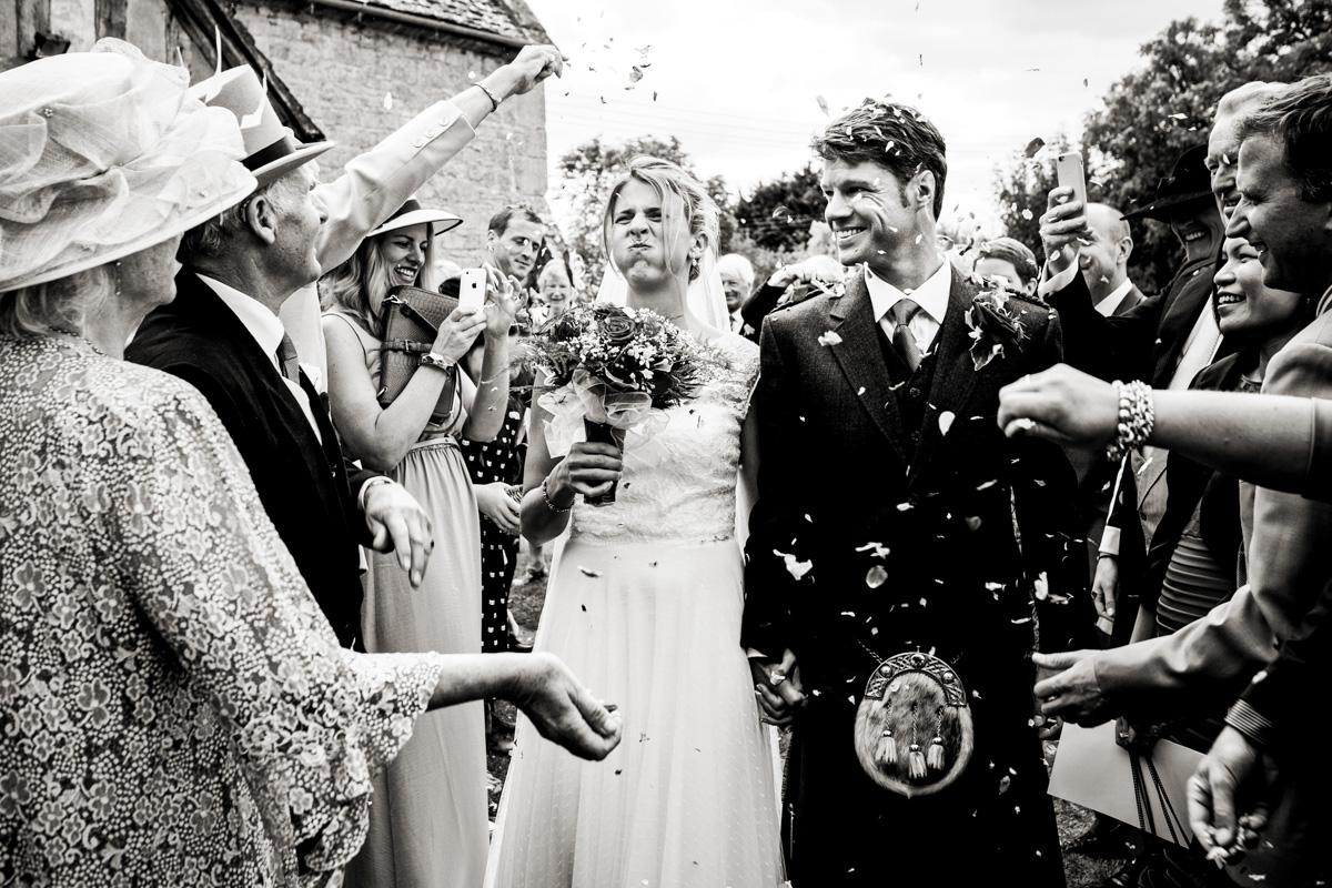 Reportage-wedding-photography-EOY-0021.jpg