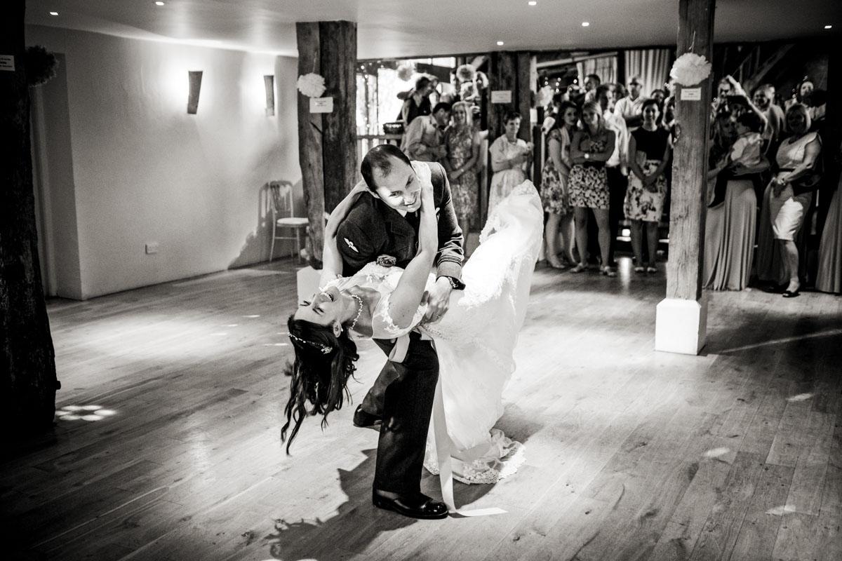 《婚礼》的照片,476号房