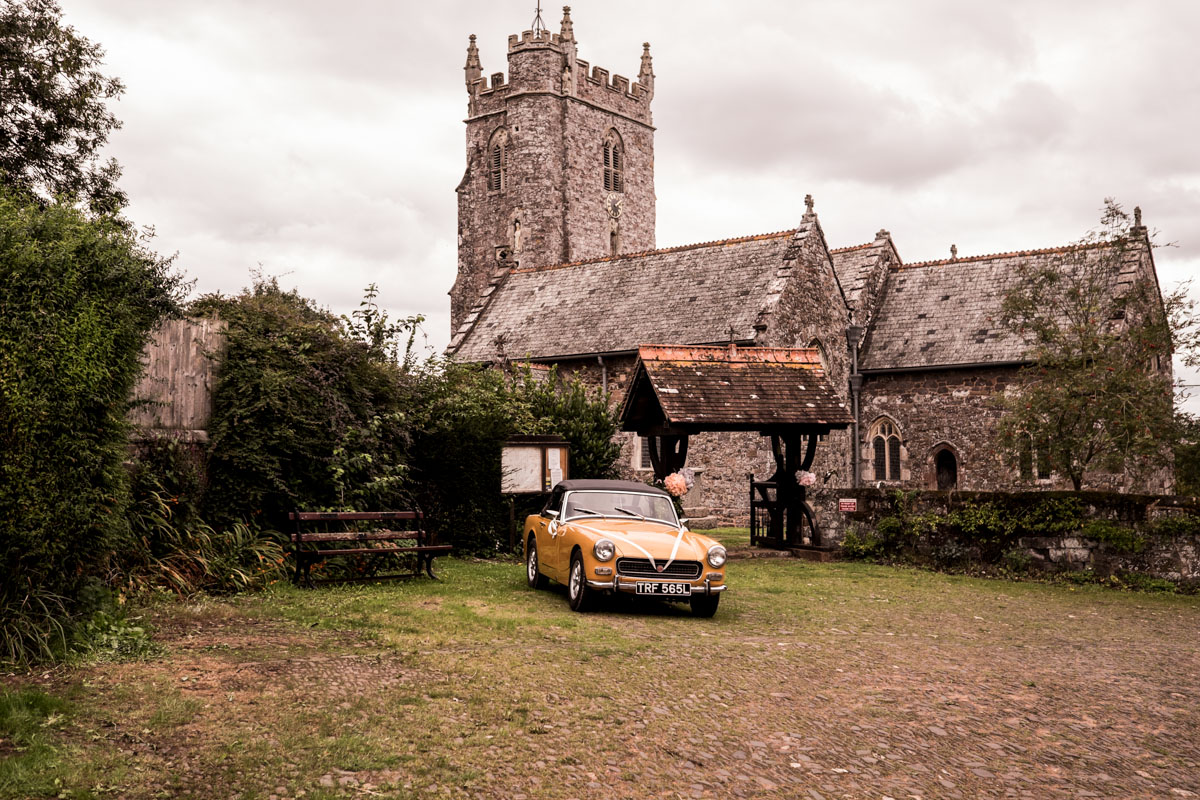 Wedding-Photography-At-Pynes-House-in-Devon-007.jpg