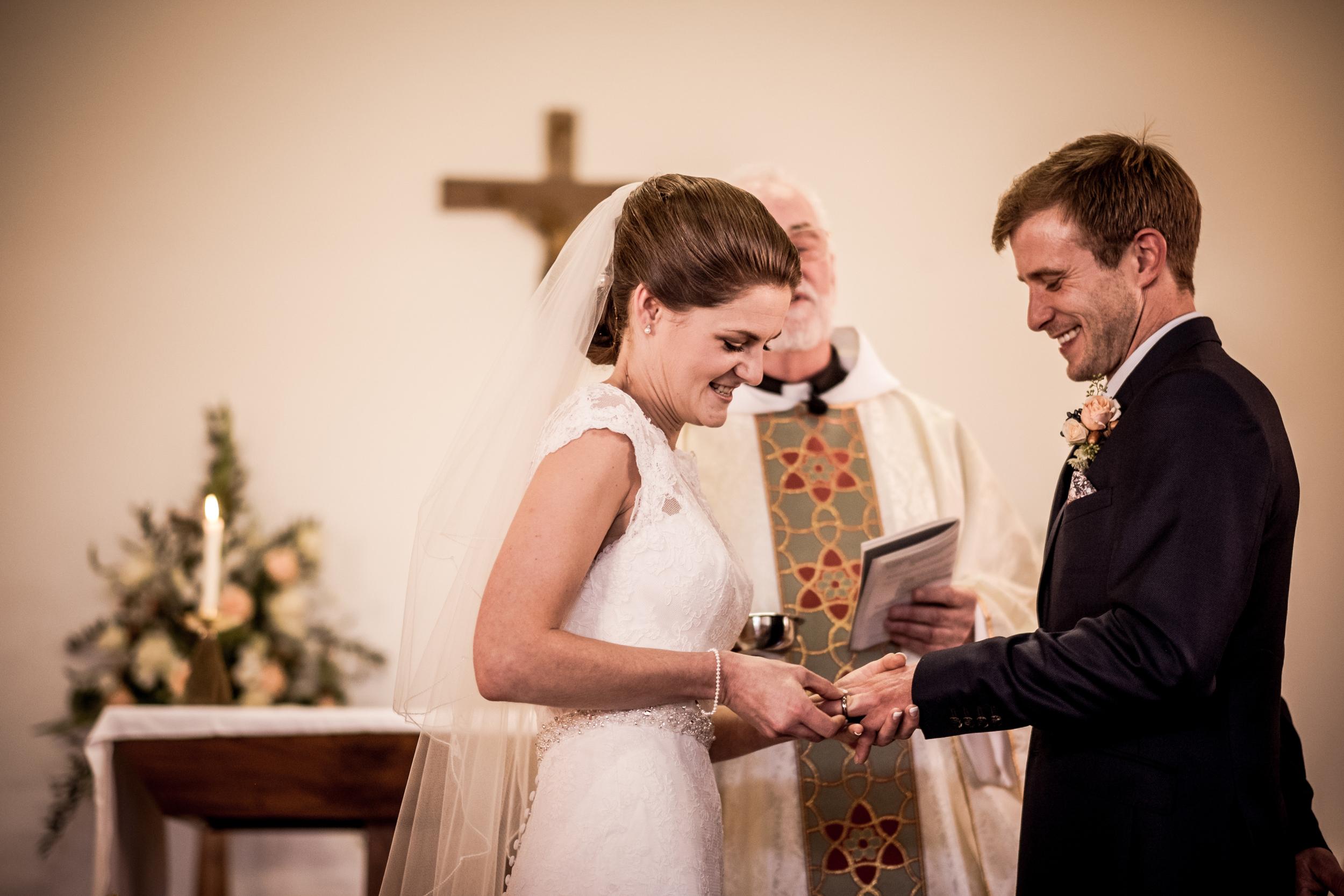 Berkshire reportage wedding photographers 012.jpg