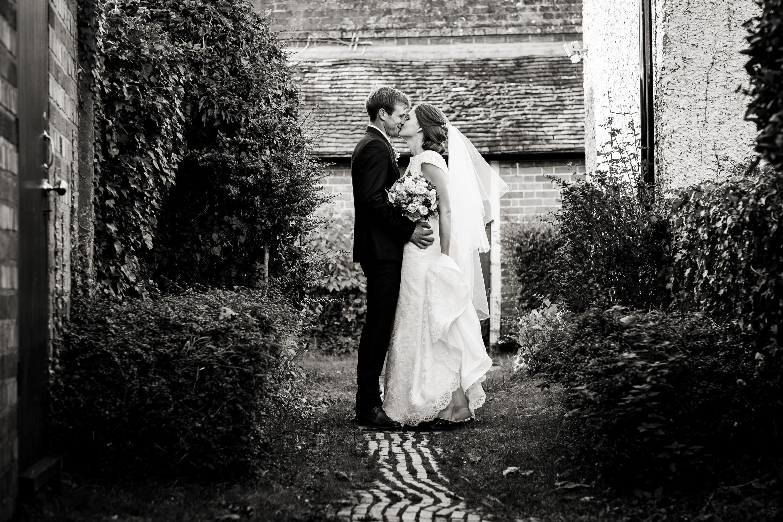 Berkshire reportage wedding photographers 016.jpg
