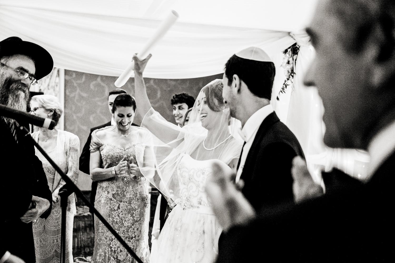 《婚礼》:《婚礼》的小女孩