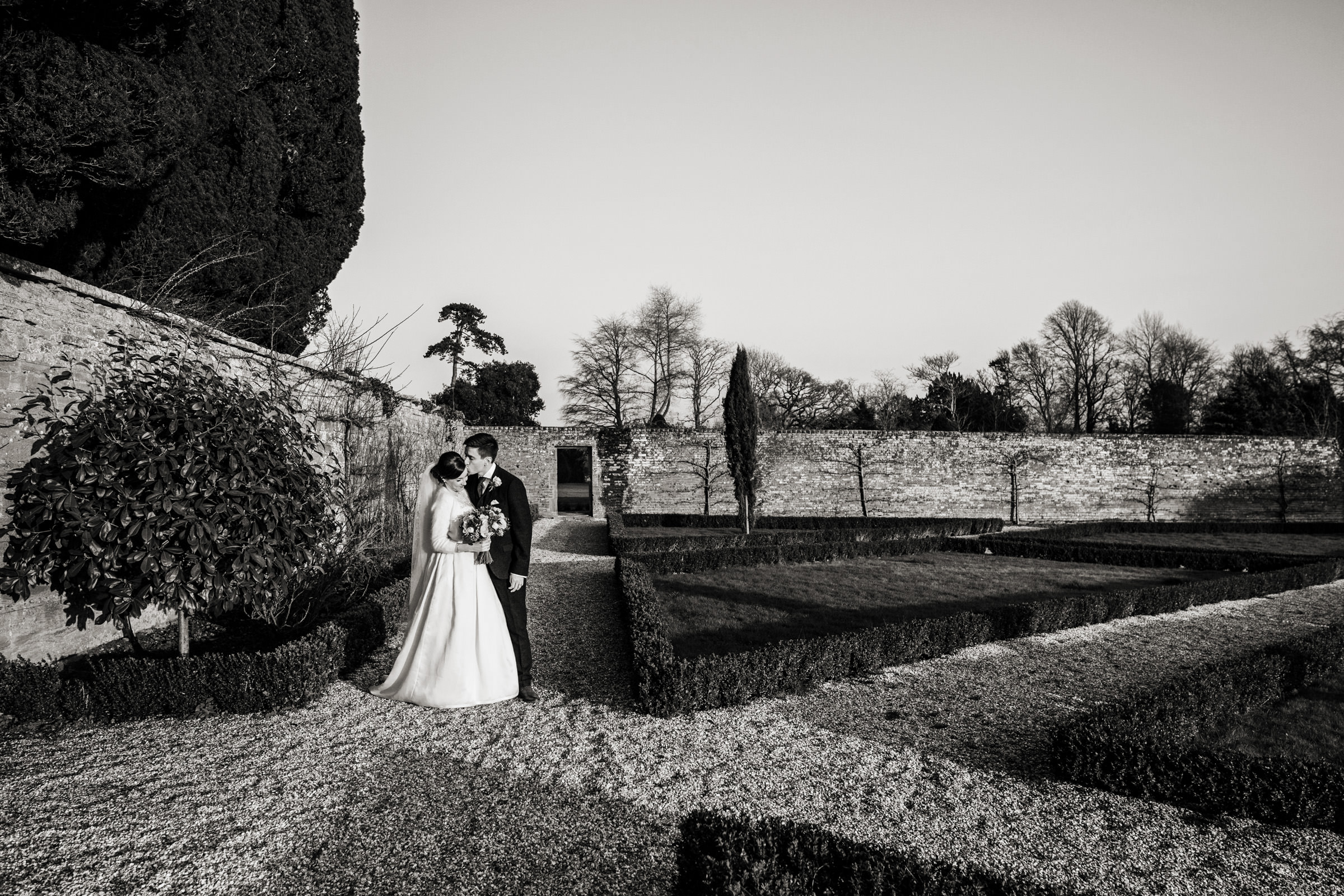 relaxed wedding photography at in somerset 021.jpg