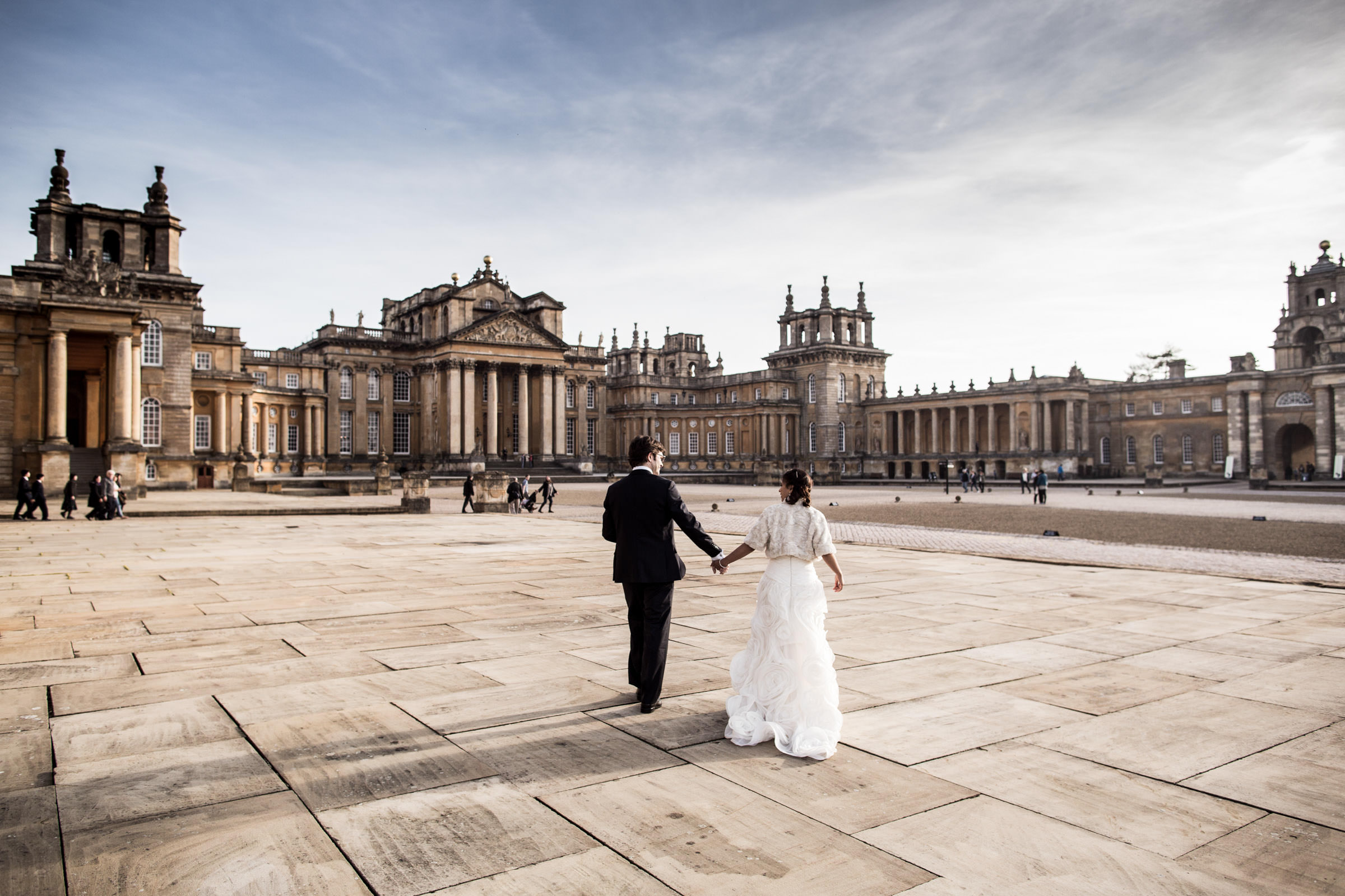 recently married walking towards Blenhiem Palace