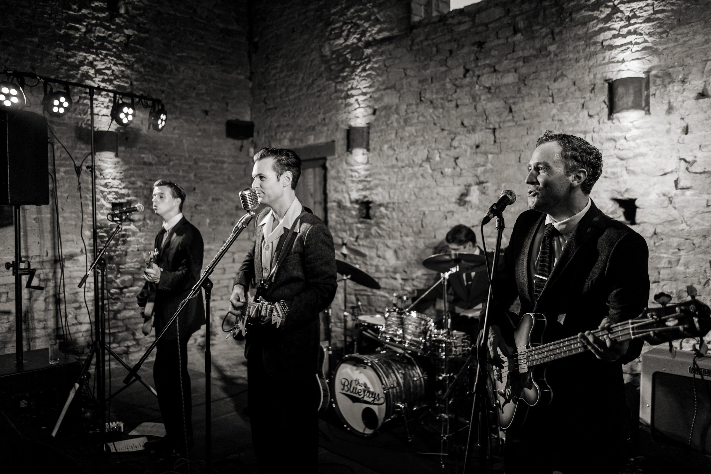 Cripps Barn Bibury Cotswolds Wedding Photography 036.jpg