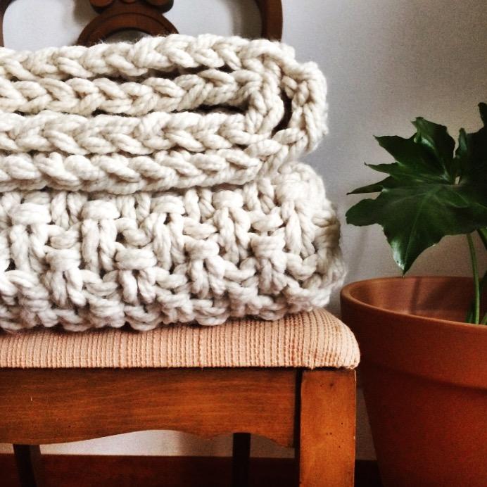 Houw Sparrow Fine Nesting Sweater Blanket