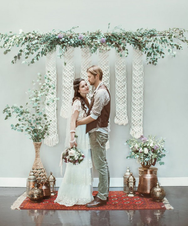 Macramé wedding and wedding photo backdrop, via thebohemianwedding.com .