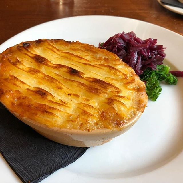 Cottage pie, on the specials, oh yeah 😋 • • • • #britishgrub #gastropub #yum #delishdish instafood #foodie #gastropubkent #tasteofkent #weekendgetaway
