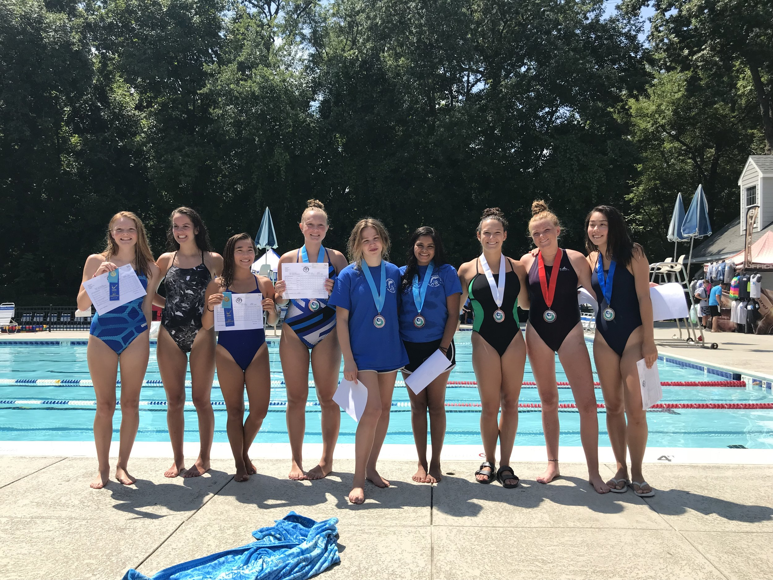 Dive Team_Girls 2018.jpg