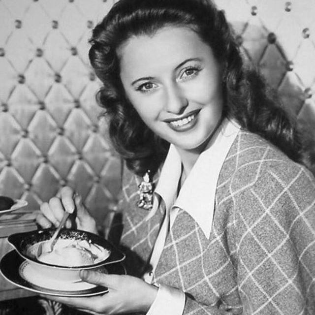My favorite kind of #bornonthisday & #nationalicecreamday🍦 combination: Beautiful birthday gal #BarbaraStanwyck eating ice cream. . . . #oldhollywood #oldhollywoodglamour #icecream #starstheyrejustlikeus #barbarastanwyck #bornonthisday #nationalicecreamday #thestuffthatdreamsaremadeofblog