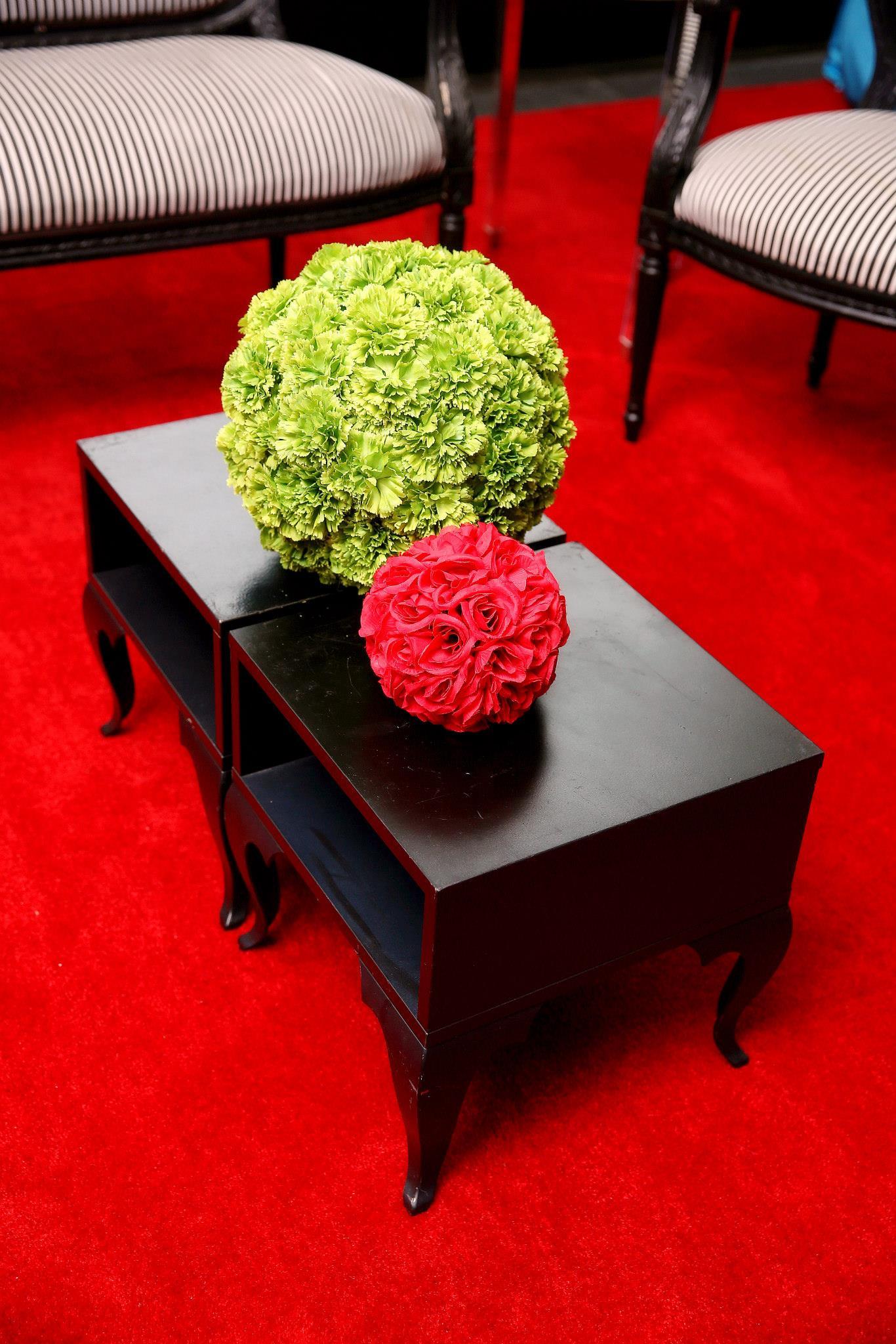 VAI Van Andel Institute Red and Green Flowers