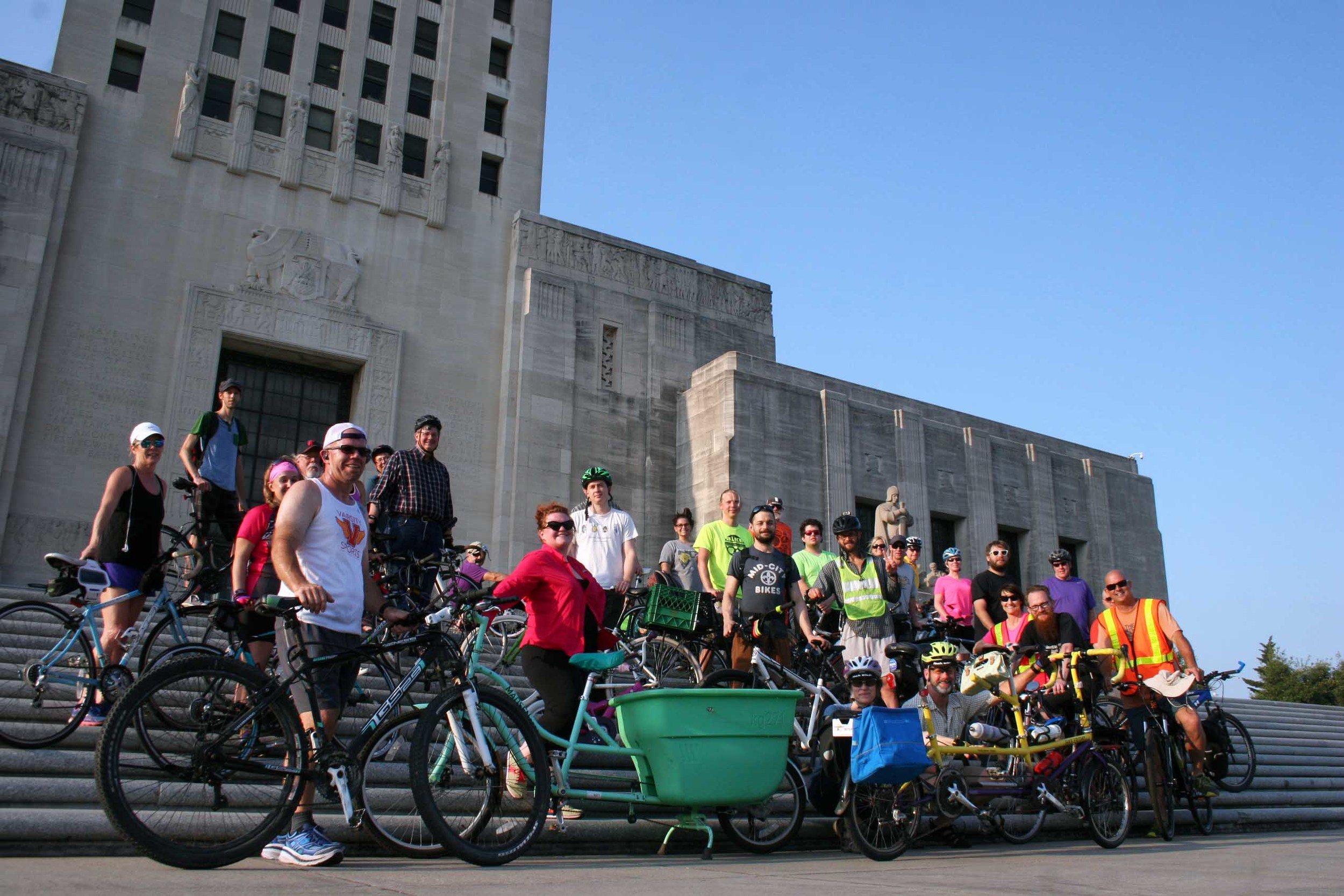 Bike Baton Rouge and Varsity Sports hosted a bike/run event in support of SB 171 that was attended by over a hundred runners and bicyclists