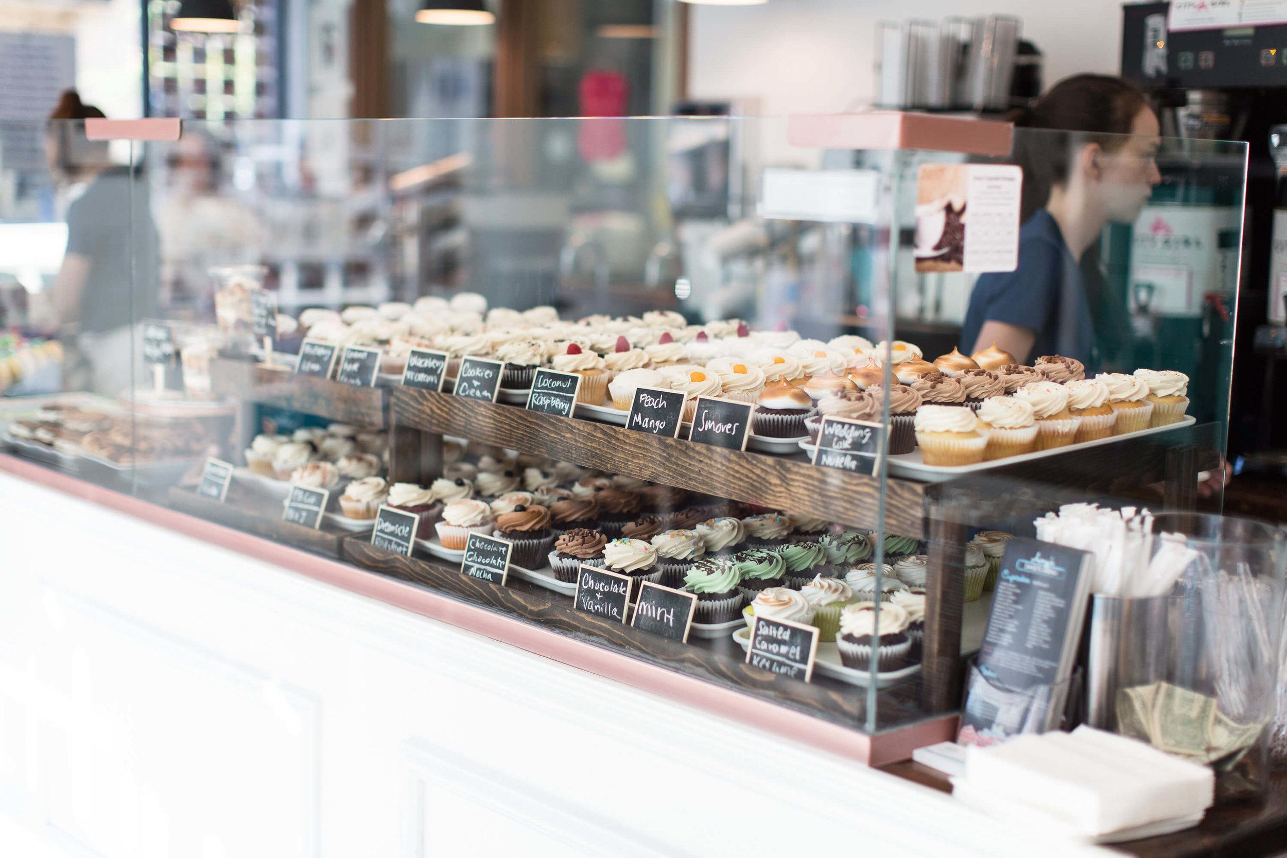 engle-olson-ashley-elwill-photography-amys-cupcake-shoppe-one-year-1.jpg