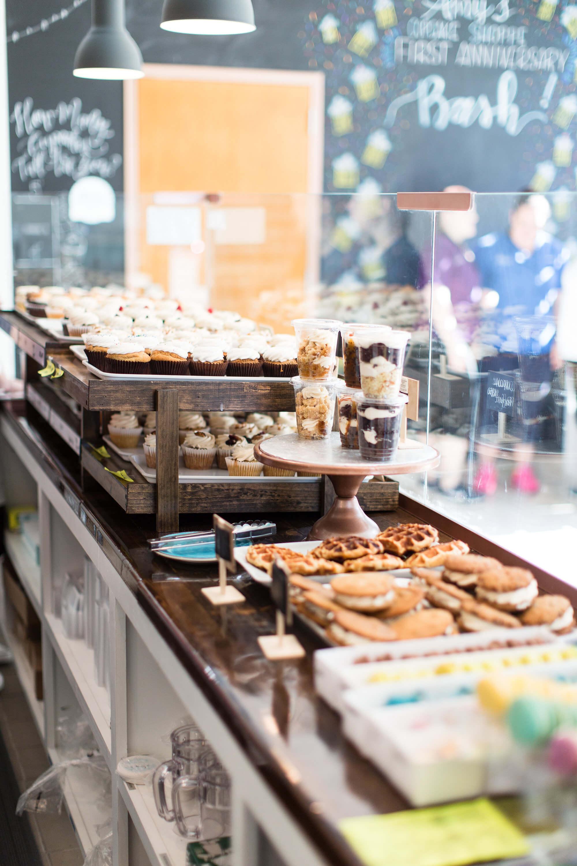 engle-olson-ashley-elwill-photography-amys-cupcake-shoppe-one-year-6.jpg