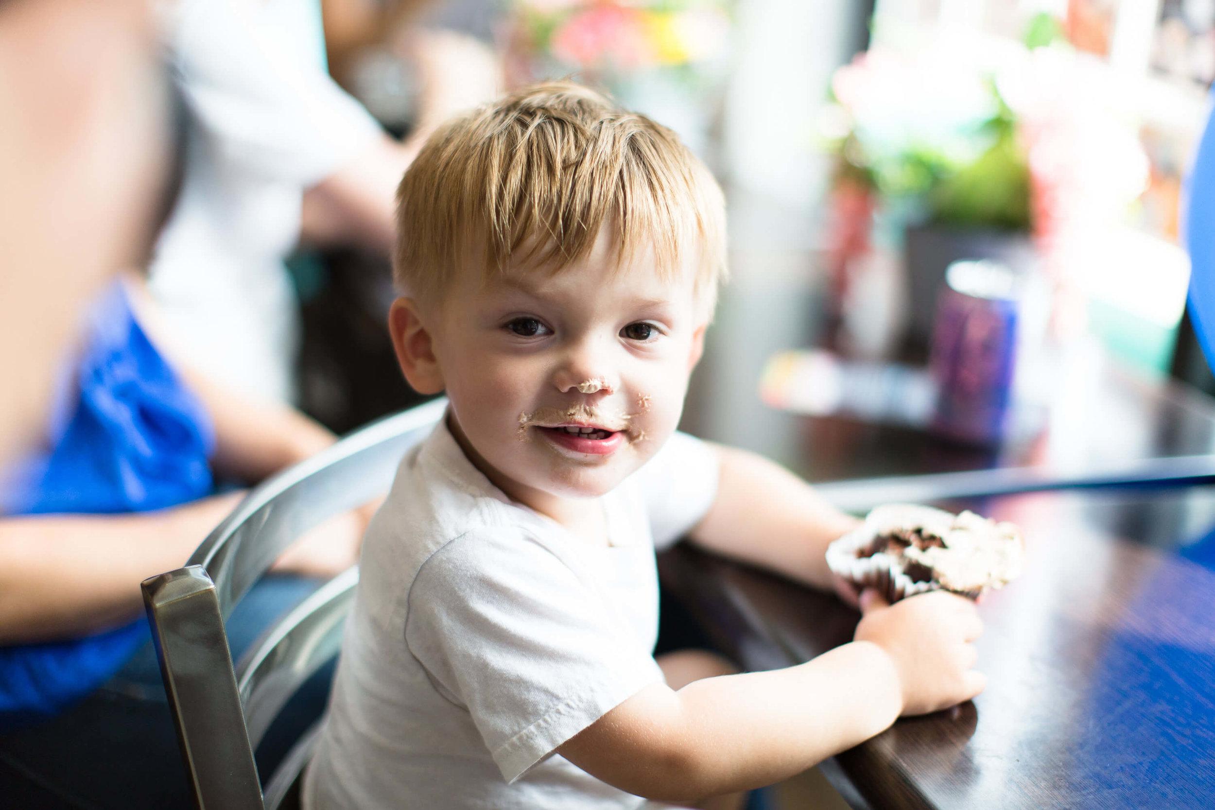 engle-olson-ashley-elwill-photography-amys-cupcake-shoppe-one-year-34.jpg