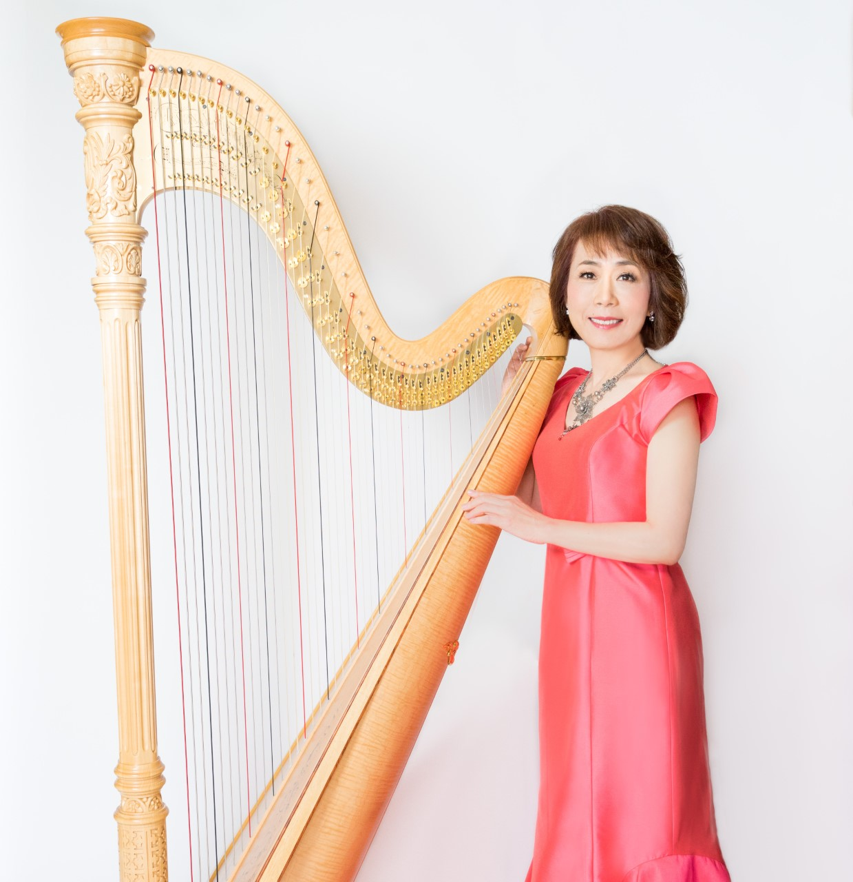 MIRIAM SUZUKI  Surrounded by a musical family, Miriam started her musical journey with a piano at the age of five. Two years later, she discovered what would be the passion of her life: the harp. However at the time of her family relocation from Kyoto, she could not continue the harp lessons. She continued playing the piano and went to study in Helsinki, Finland. In 1983, she moved to Southern California, where she explored the world of composition and decided to begin the harp again in order to develop her own distinctive sound. Her fusion of genres is clearly influenced by her cultural background and life experiences. Los Angeles has been a constant inspiration for her, adding a unique multicultural touch to her repertoire.  The blending of cultures, ideas, and media spurred her to try a mixture of her own, partnering with Saeko Kujiraoka, a Koto player, to form the Harp & Koto Duo. The traditional Japanese instrument adds a unique resonance when paired with the harp, creating a poetic tribute to the cultural diversity that makes her who she is today. Continuing on her musical journey, Miriam recently performed with Grammy award-winning Koto player, Yukiko Matsuyama, and together they charmed the audience.