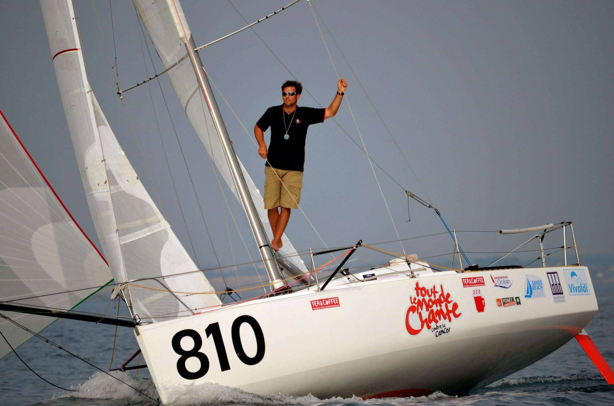 Aymeric Belloir à bord de son Nacira 6.50