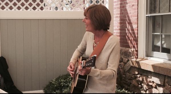 Dot Reiser Singing.JPG