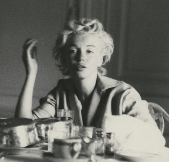 Marilyn Monroe at breakfast.