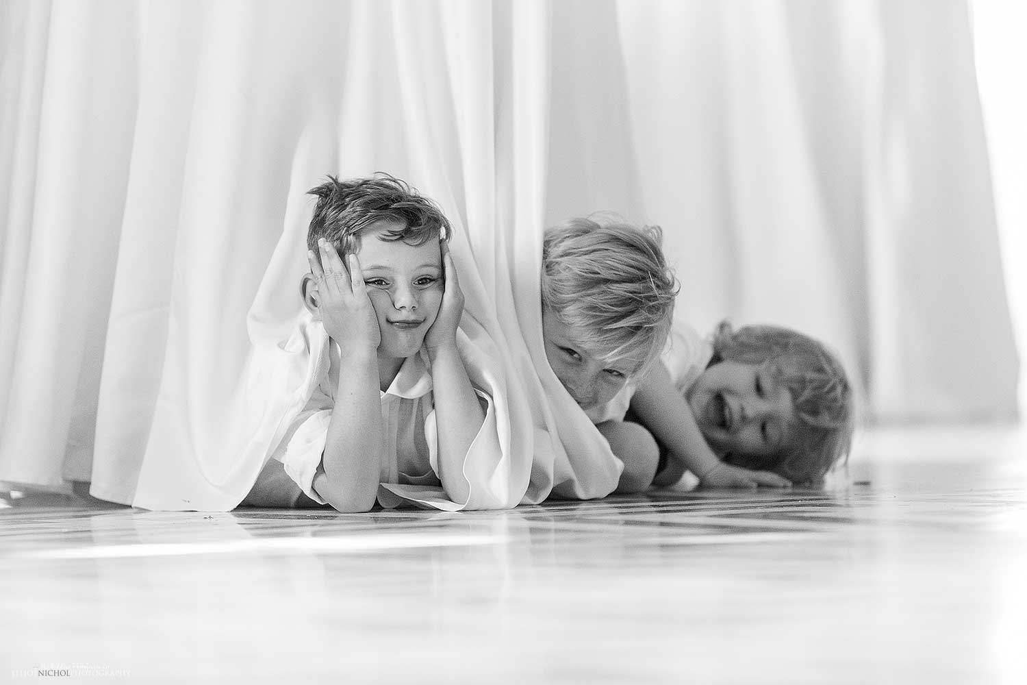 children-wedding-playing-table-photography-northeast