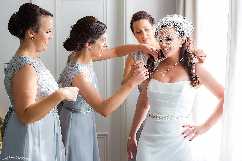 bridesmaids-bride-getting-ready