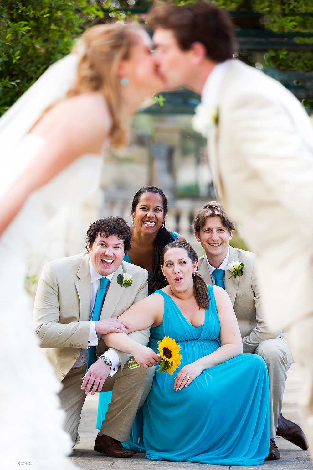 bridesmaids-groomsmen-bride-groom-kissing-group-shot-idea-photography