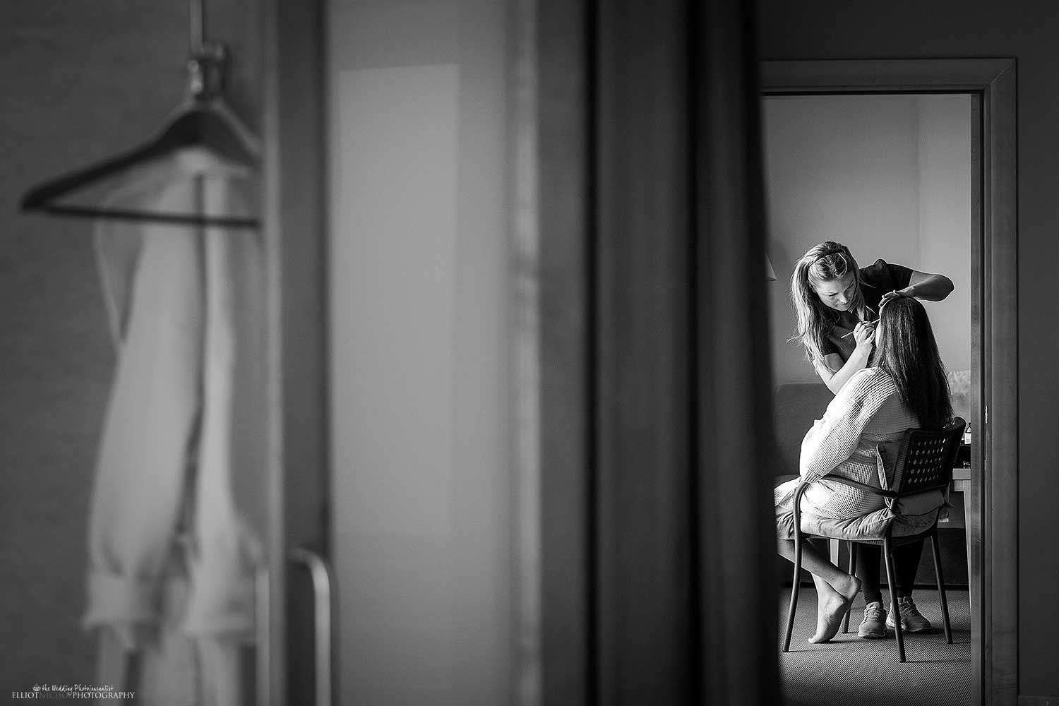 getting-ready-makeup-hotel-wedding-photography