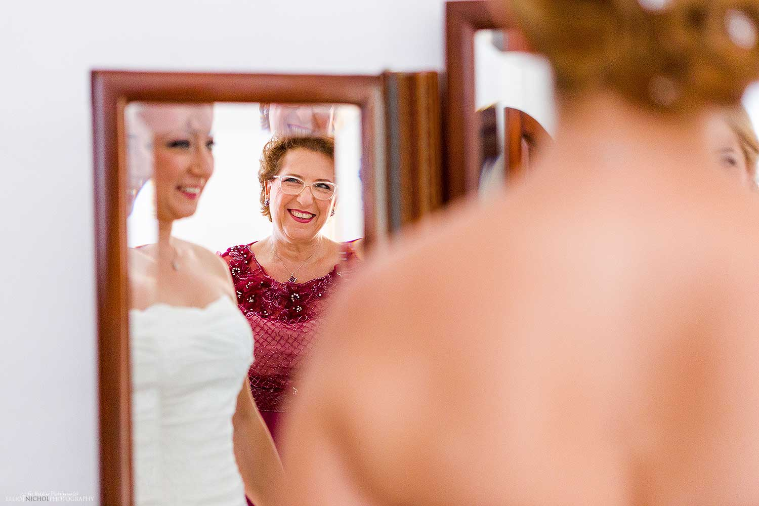 mother-bride-getting-ready-wedding-day-photo