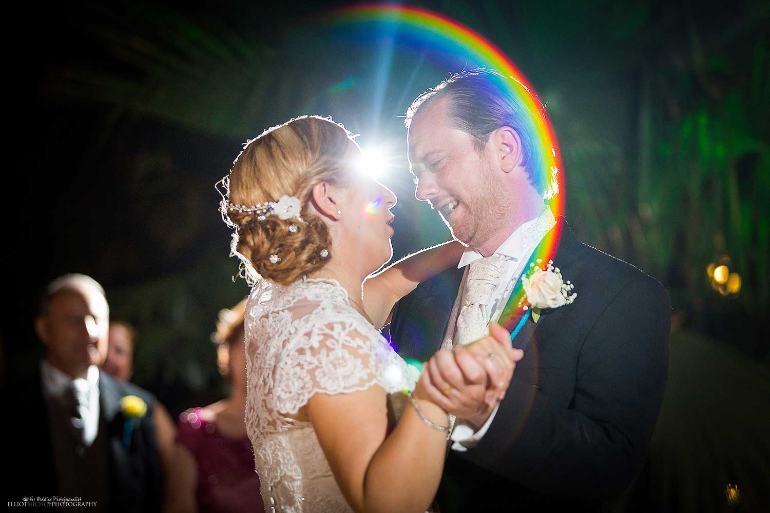 newlyweds-dance-wedding-party-photography