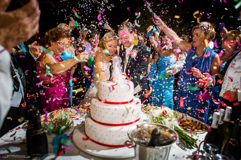 epic-cake-cutting-cut-wedding-confetti-photography