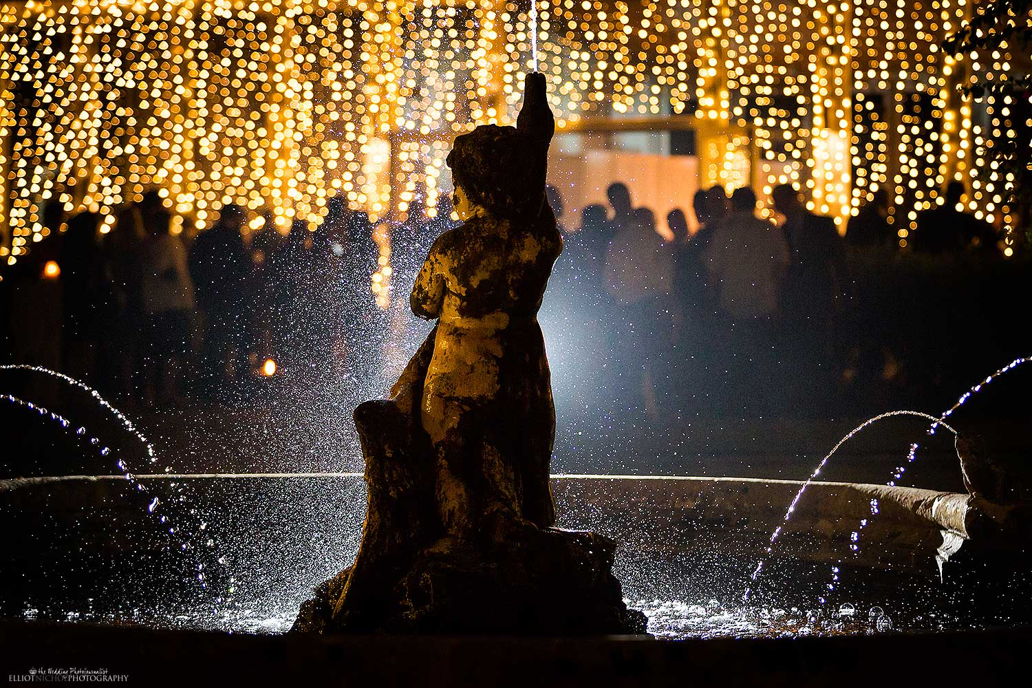 wedding-venue-lighting-water-fountain-photography