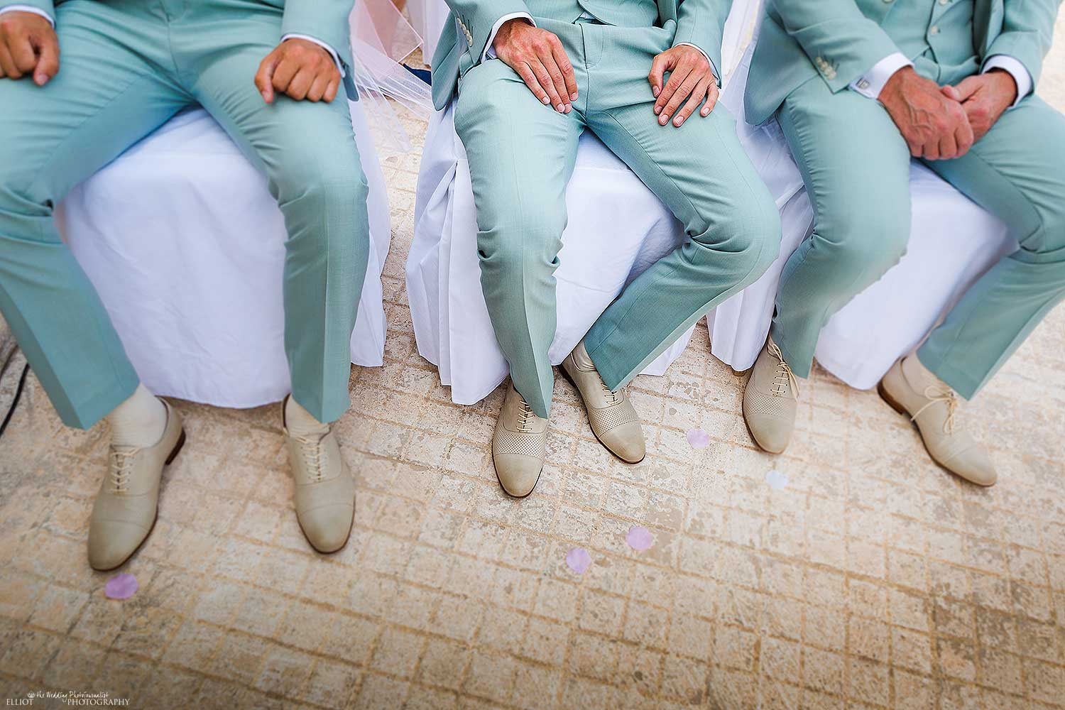 wedding-photography-colourful-suits-groomsmen