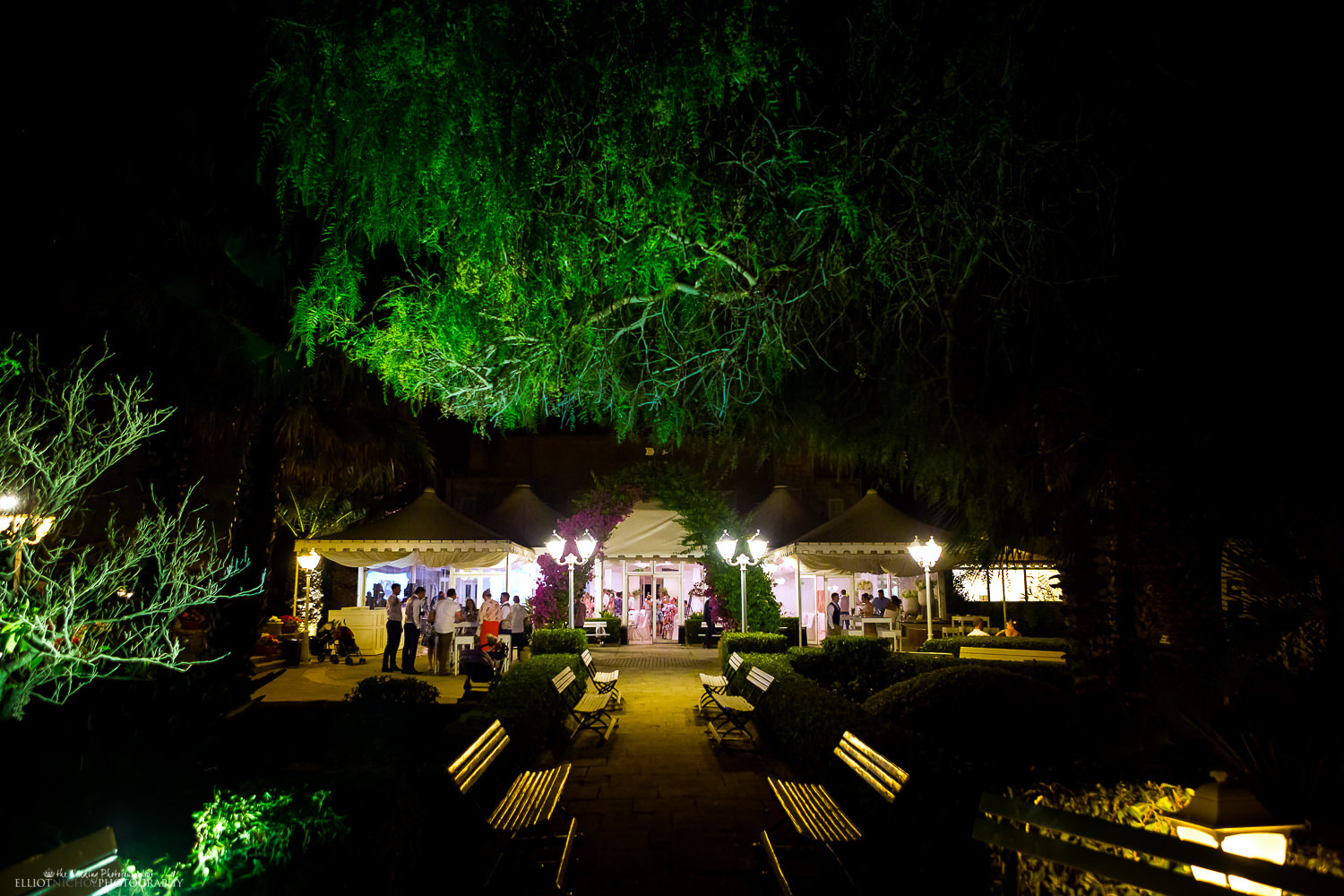 View of the wedding venue Villa Arrigo from outside in the gardens at night