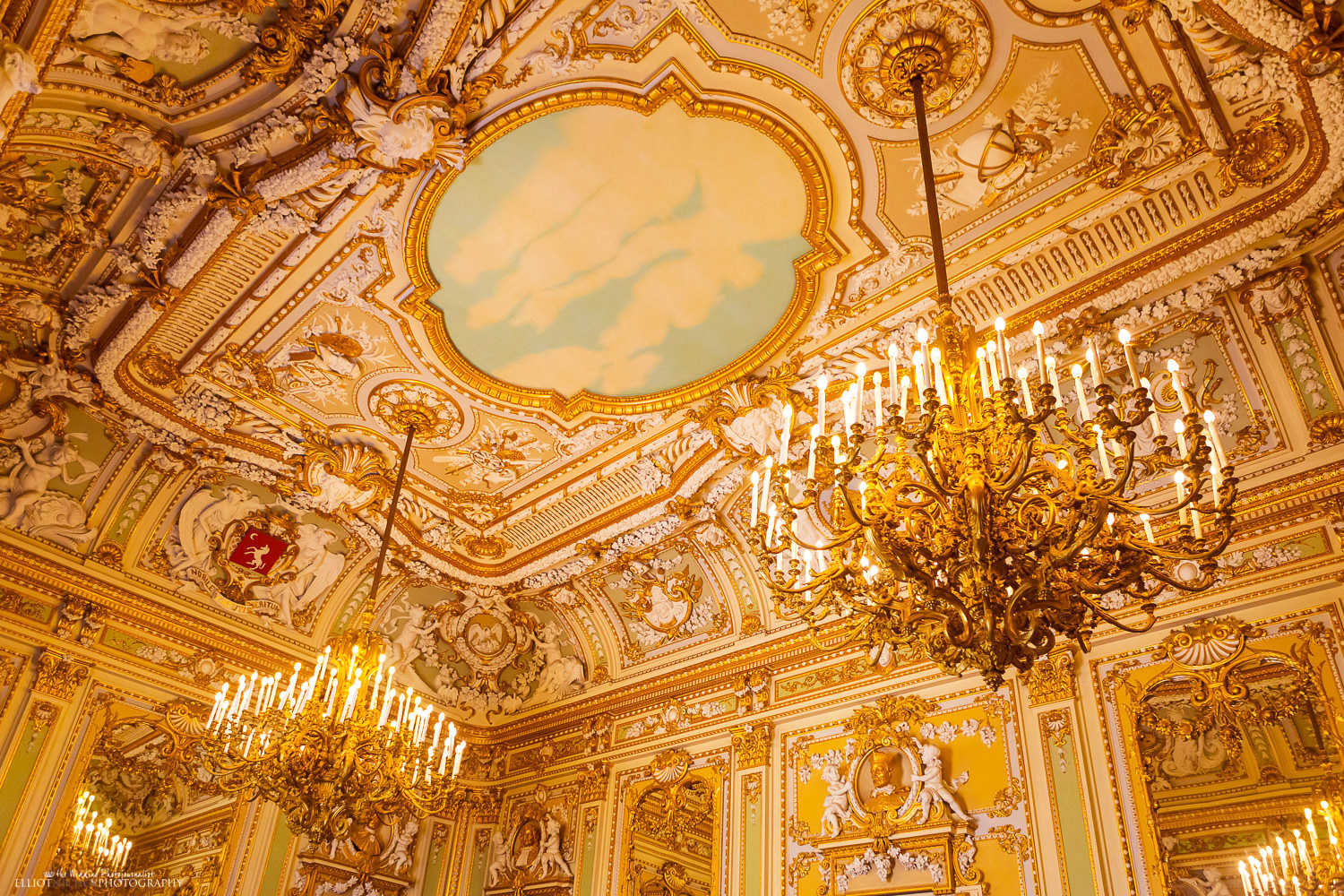 Photo of ceiling of the Maltese wedding venue, Palazzo Parisio's Ballroom, Naxxar, Malta.