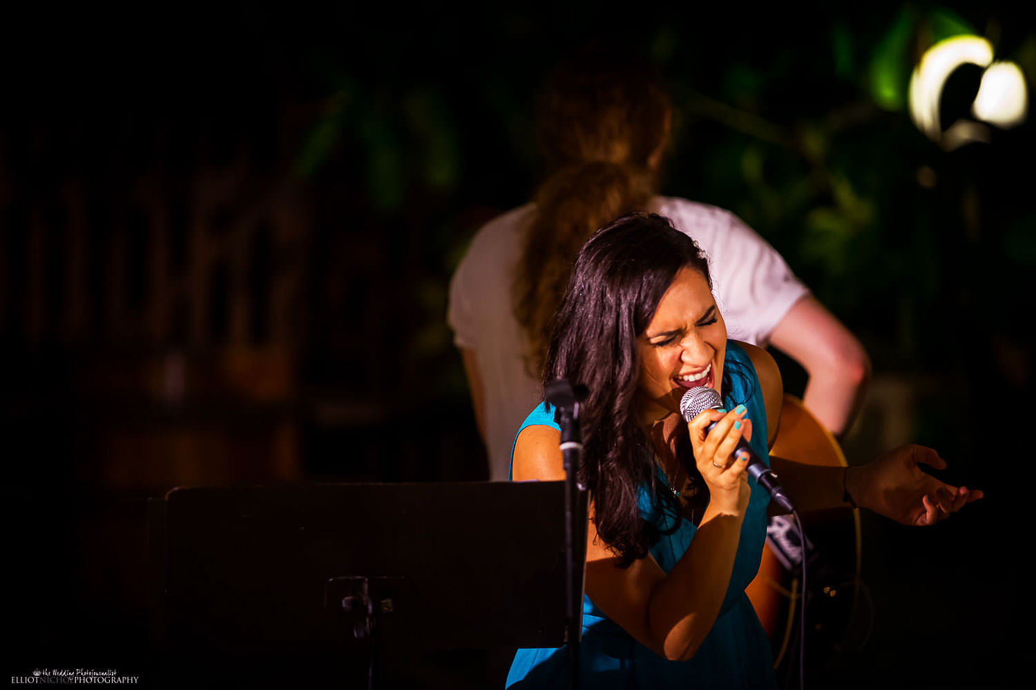 wedding singer at the Olive gardens, in Mdina