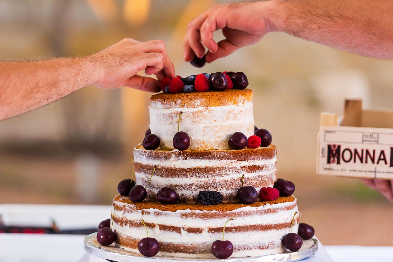 catering - wedding cake preparations
