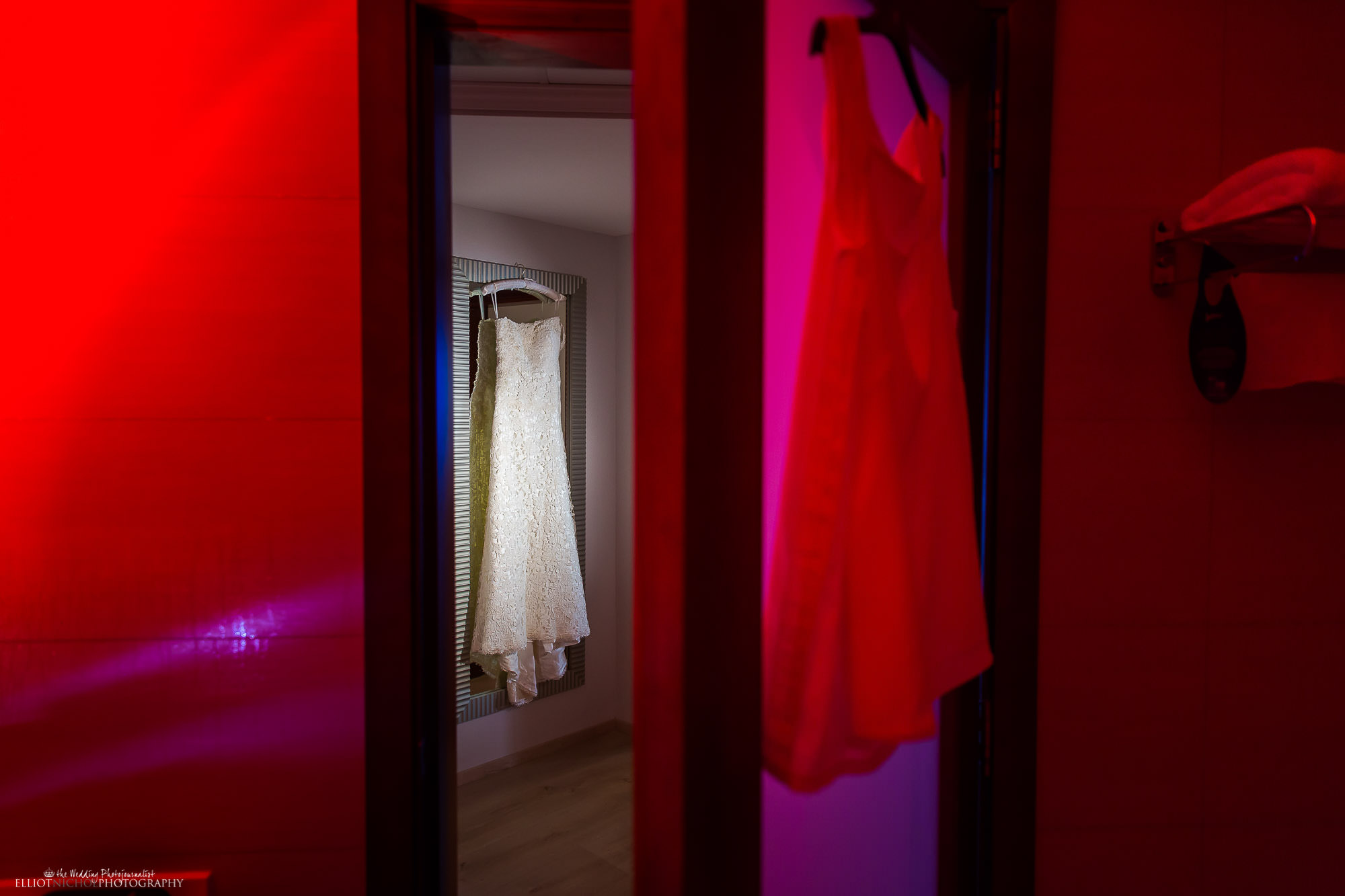 wedding-bride-dress-North-East-wedding-photographer-red