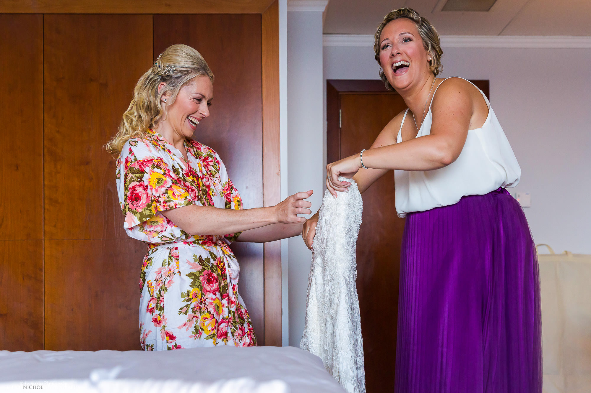 bride-dress-fun-wedding-photography-photographer-bridesmaid-getting-ready