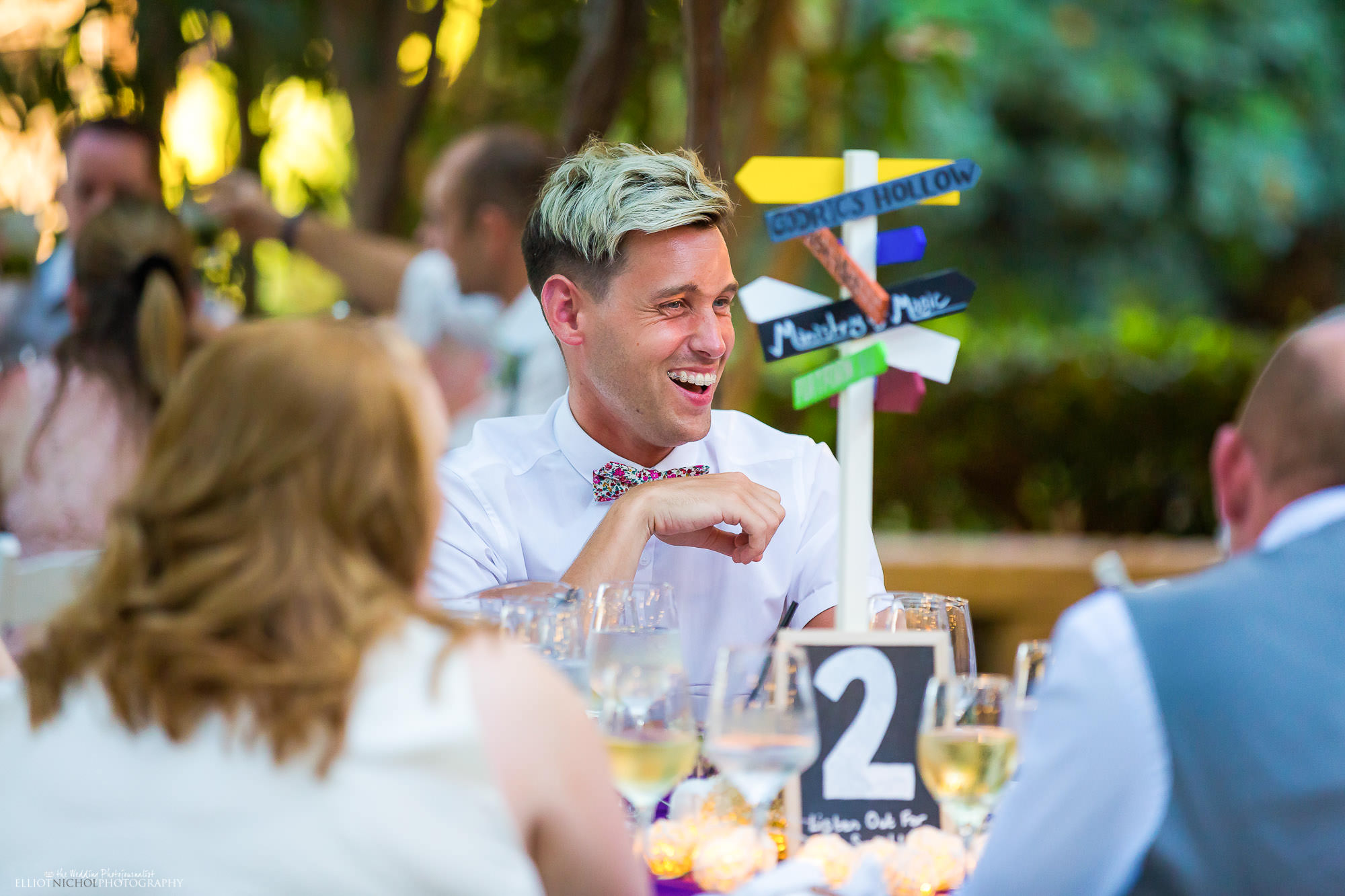 wedding-guest-laughing-wedding-speeches-reception