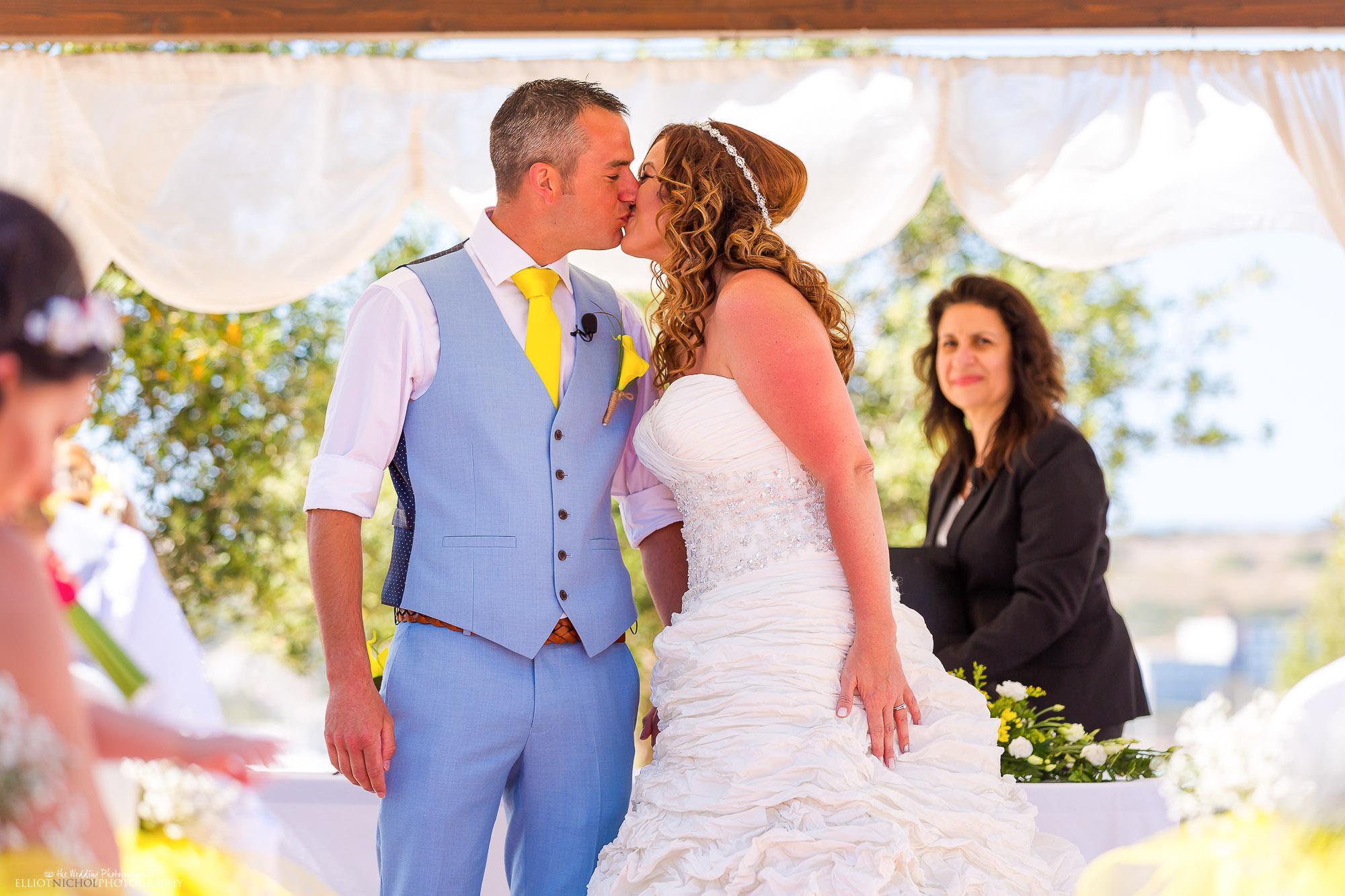 kiss-kissing-wedding-ceremony-newlyweds-photography