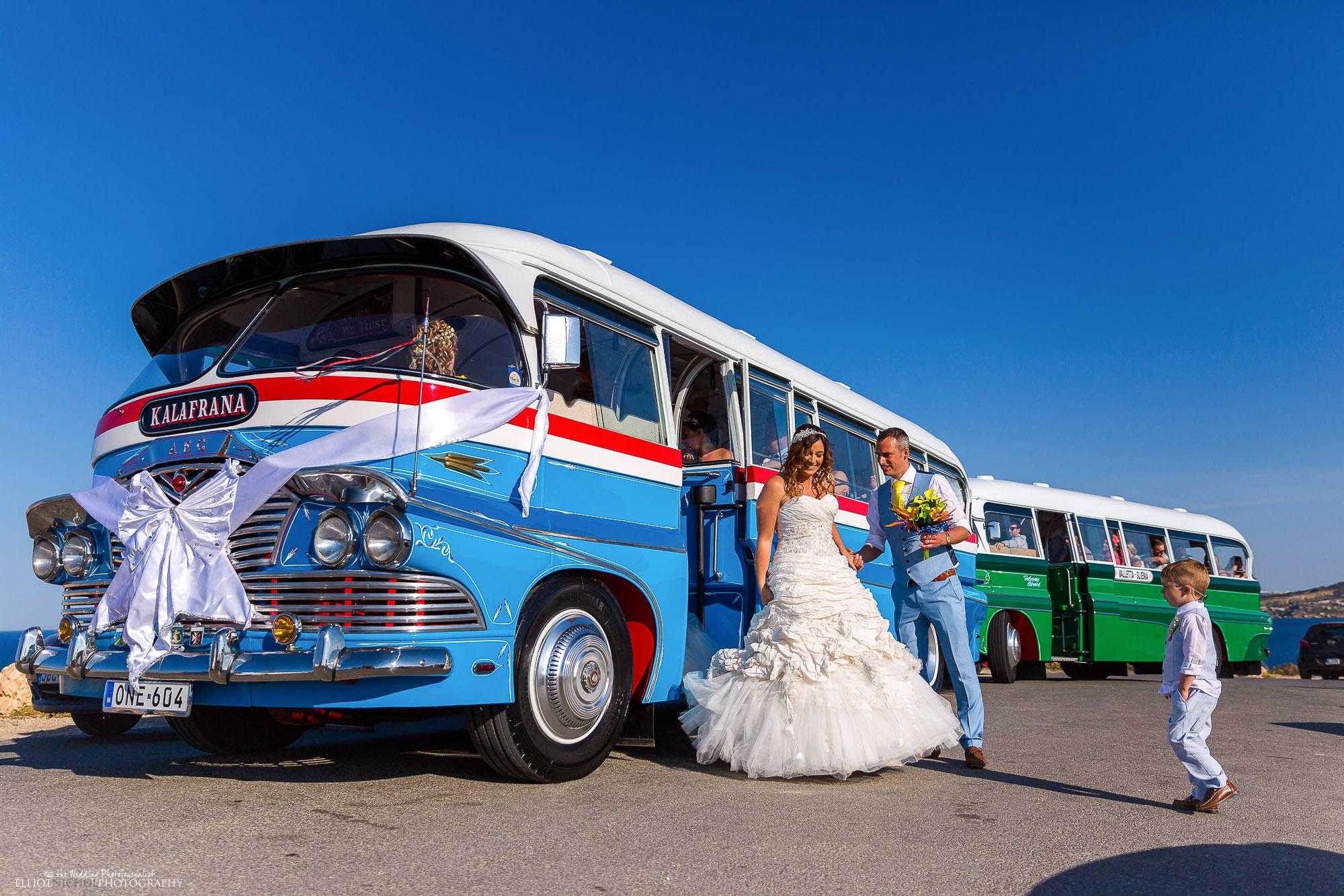 wedding-Mellieha-bus-Sheffield-bride-groom-photography