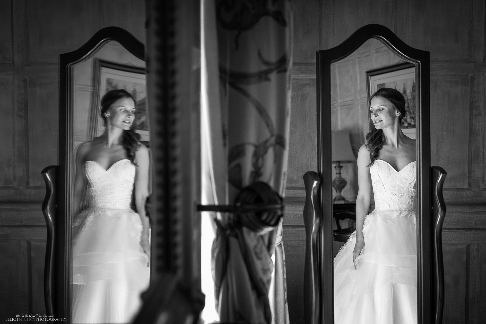 bride-wedding-day-photography-mirror-reflection-Northeast