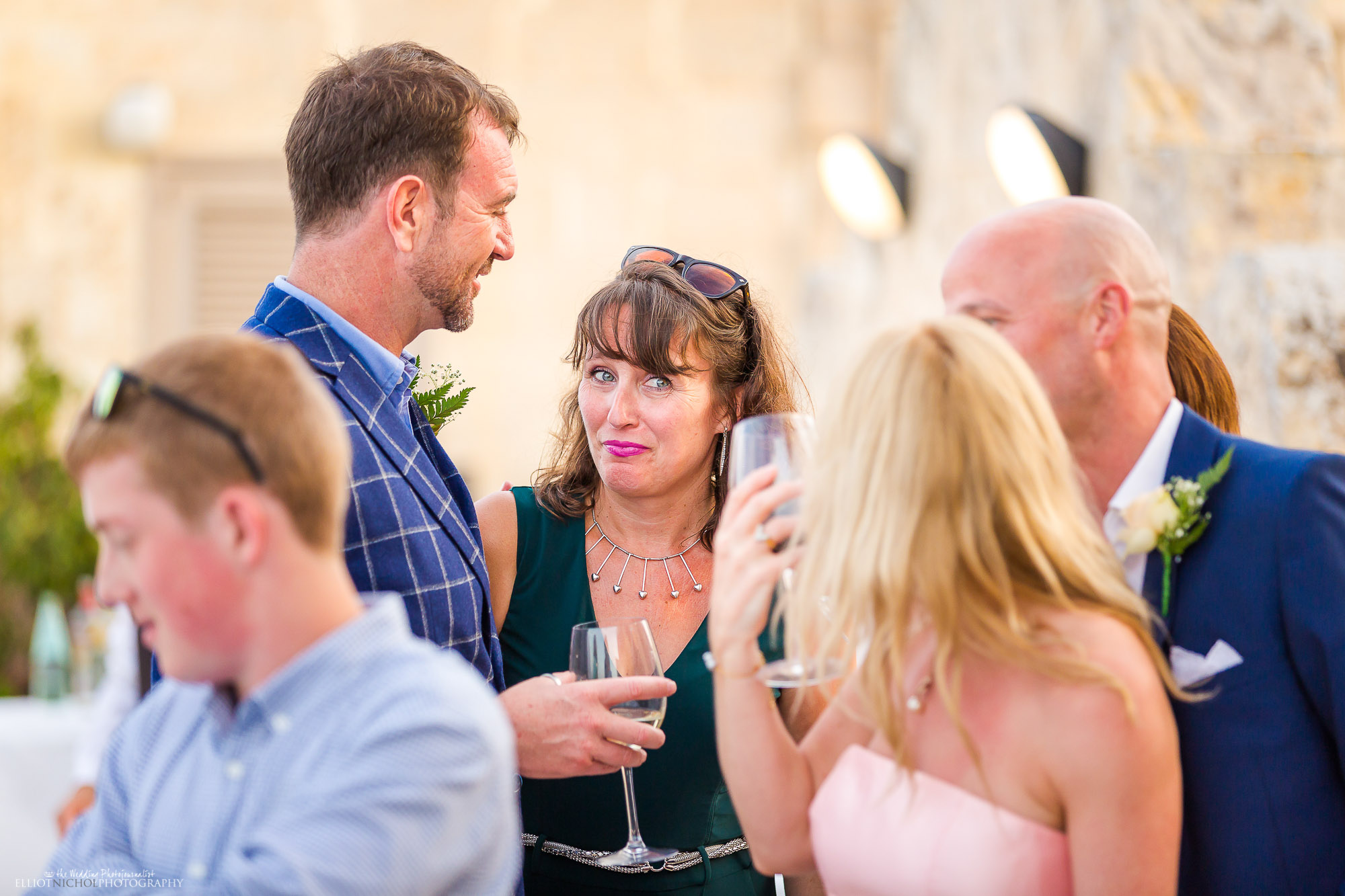 wedding-guests-candid-photography-photographer