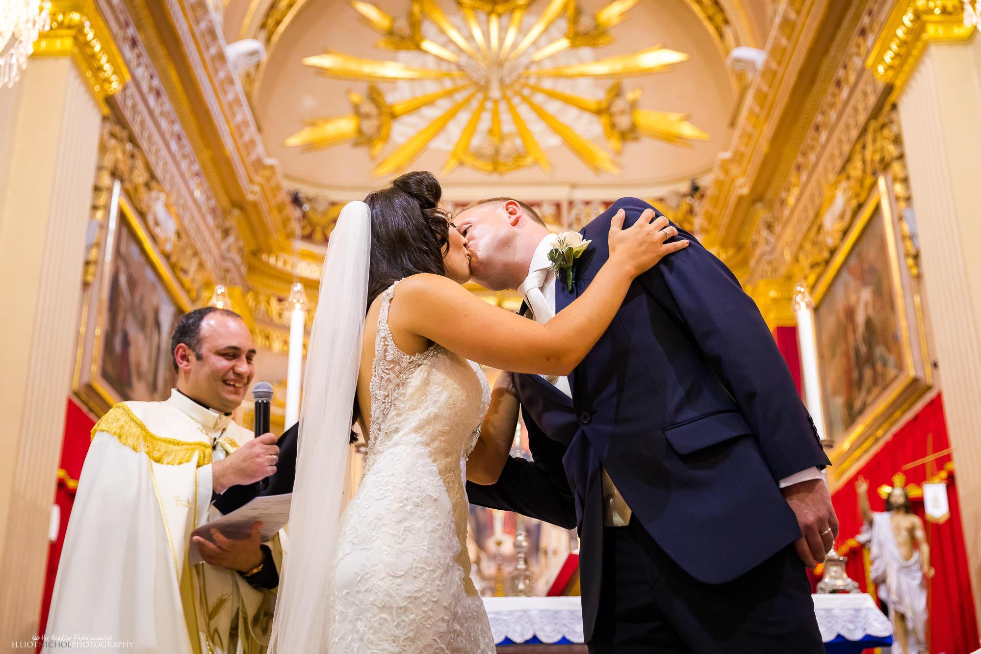 ceremony-kiss-destination-wedding-Malta