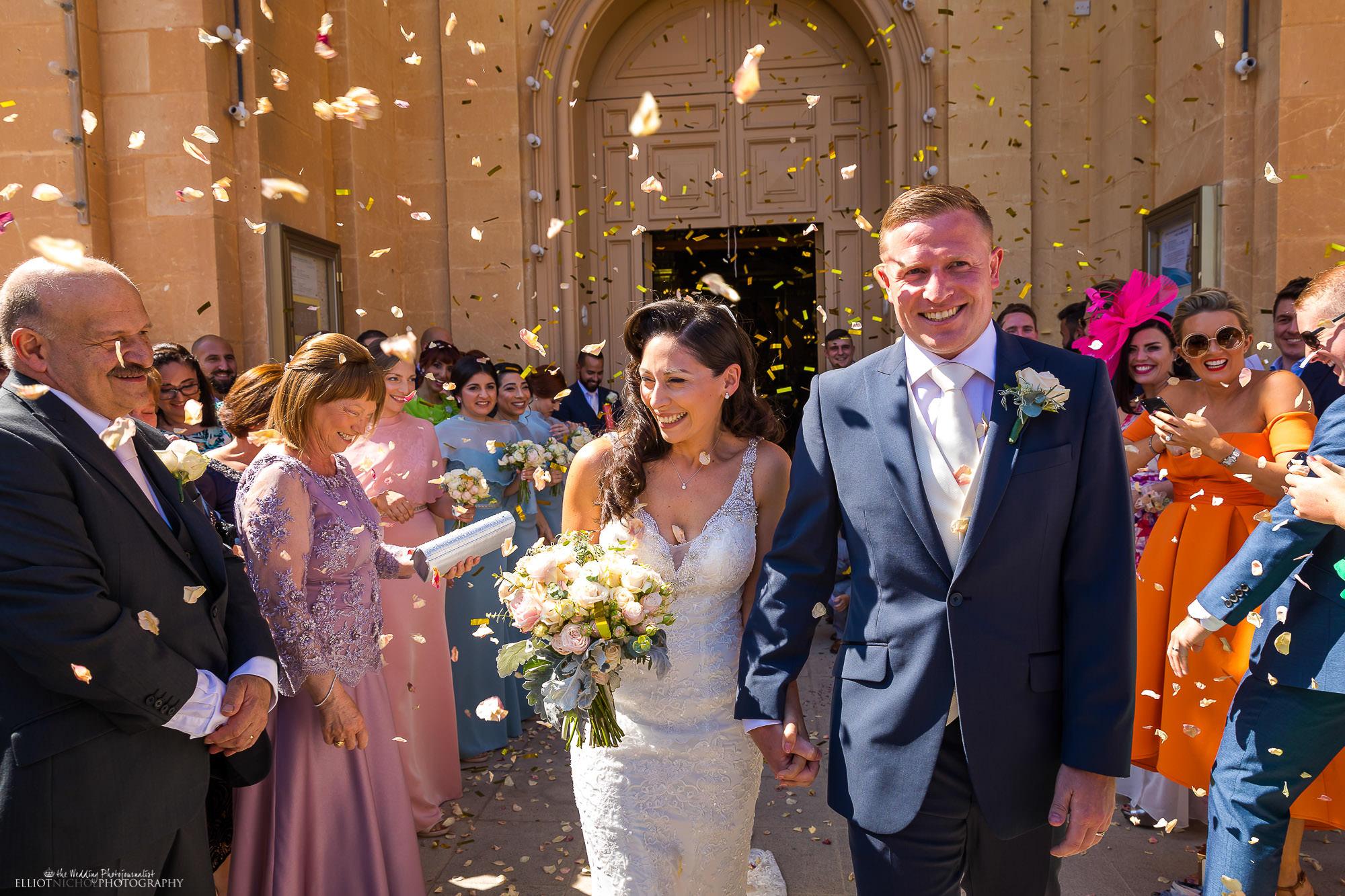 confetti-church-bride-groom-destination-weddings