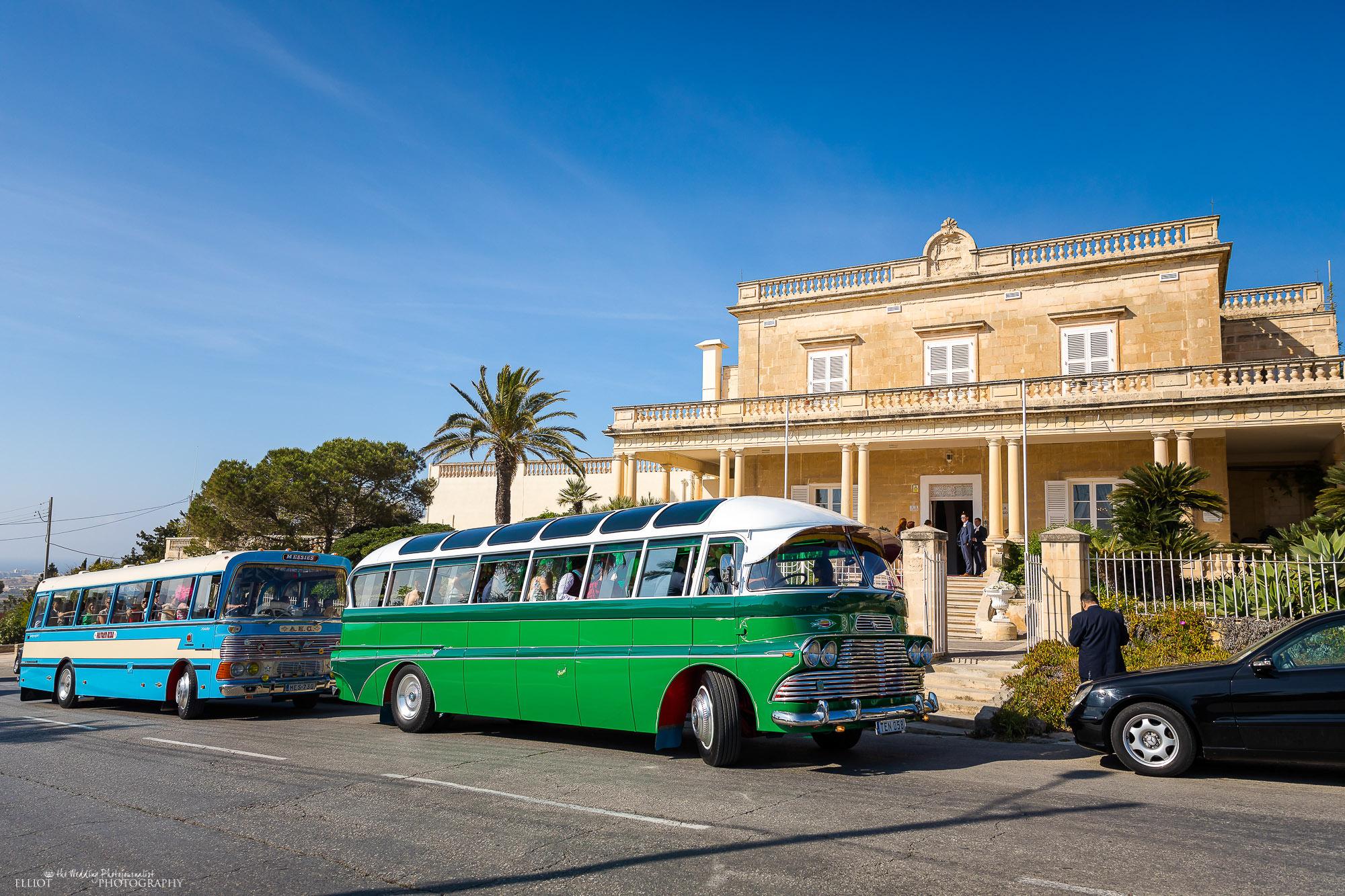 Vintage-buses-Villa-Arrigo-wedding-guests-transport