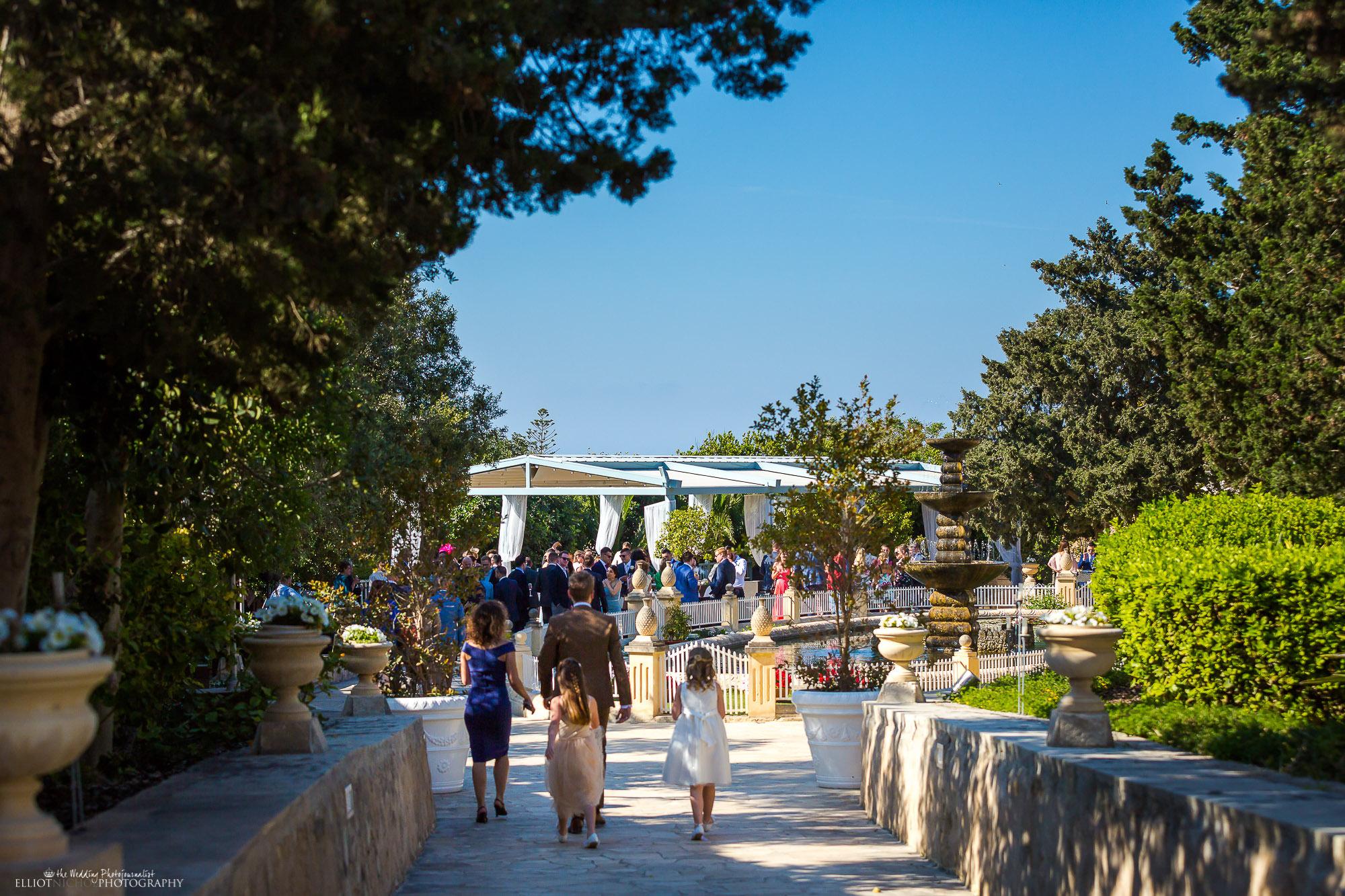 destination-wedding-photography-garden-wedding-reception