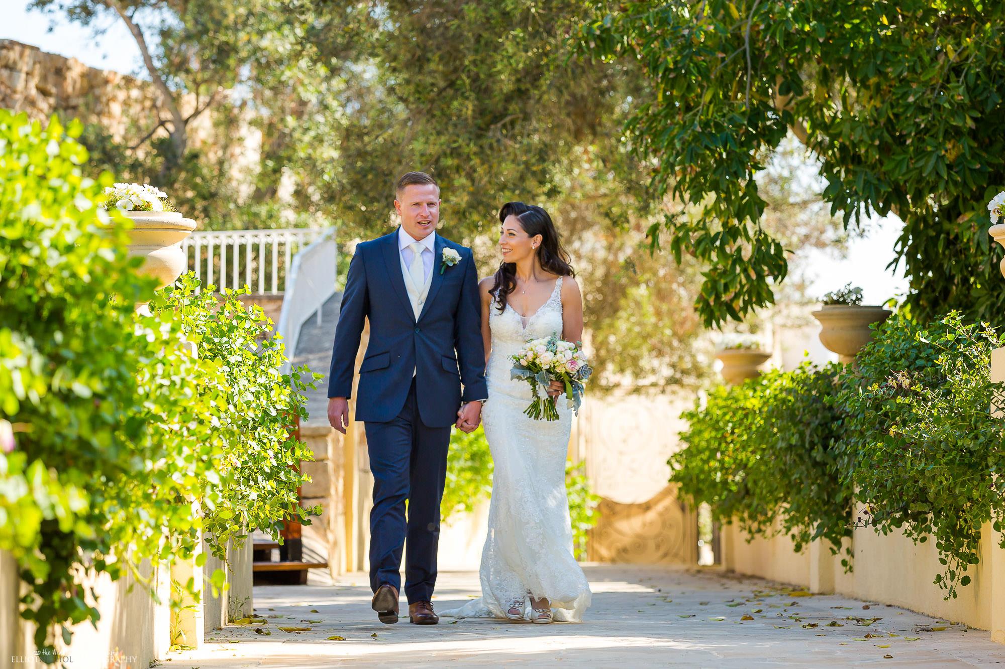 Newlyweds-arrive-garden-wedding-reception-destination-weddings-photographer