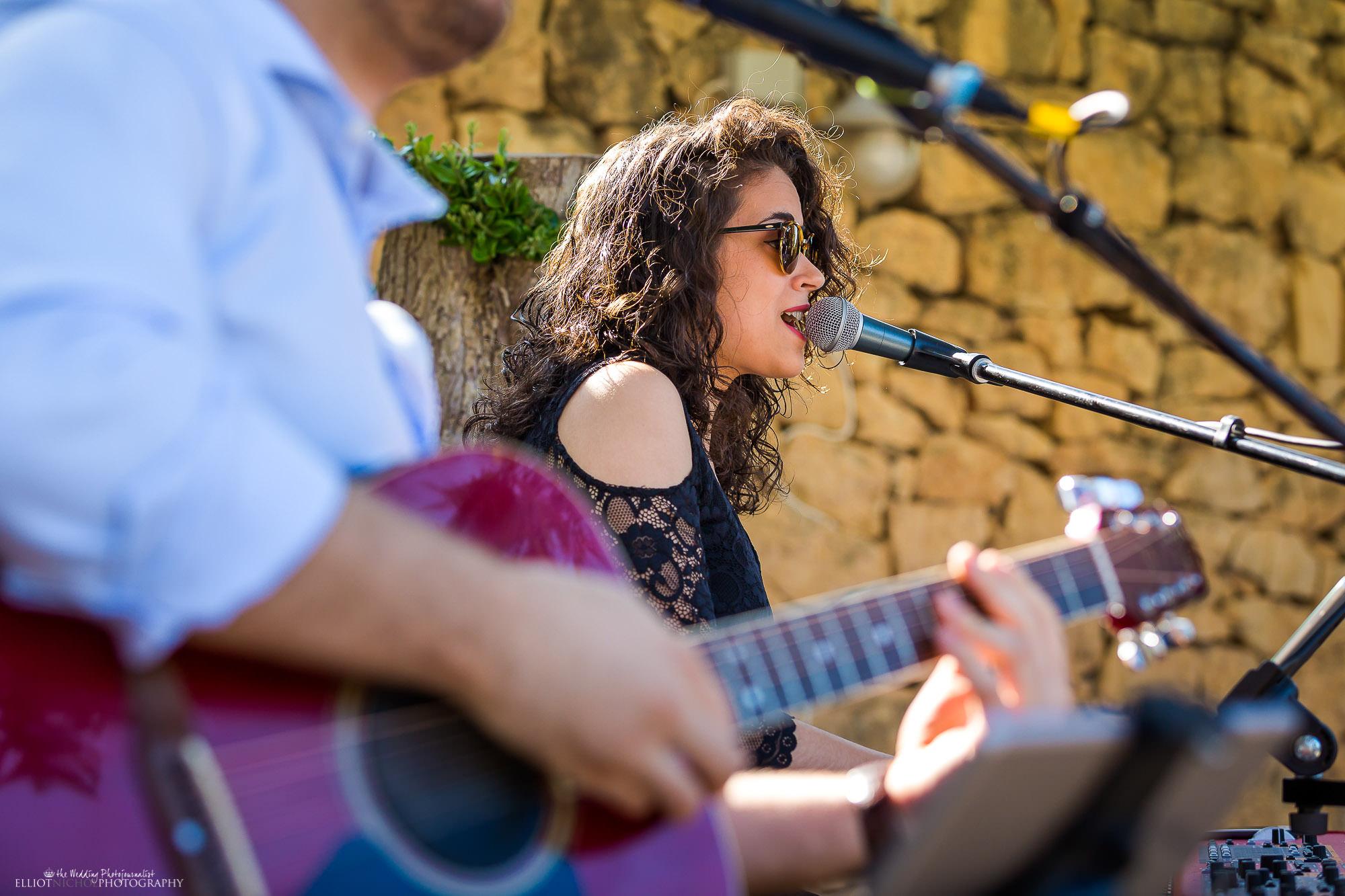 wedding-vendor-band-music-wedding-garden-party